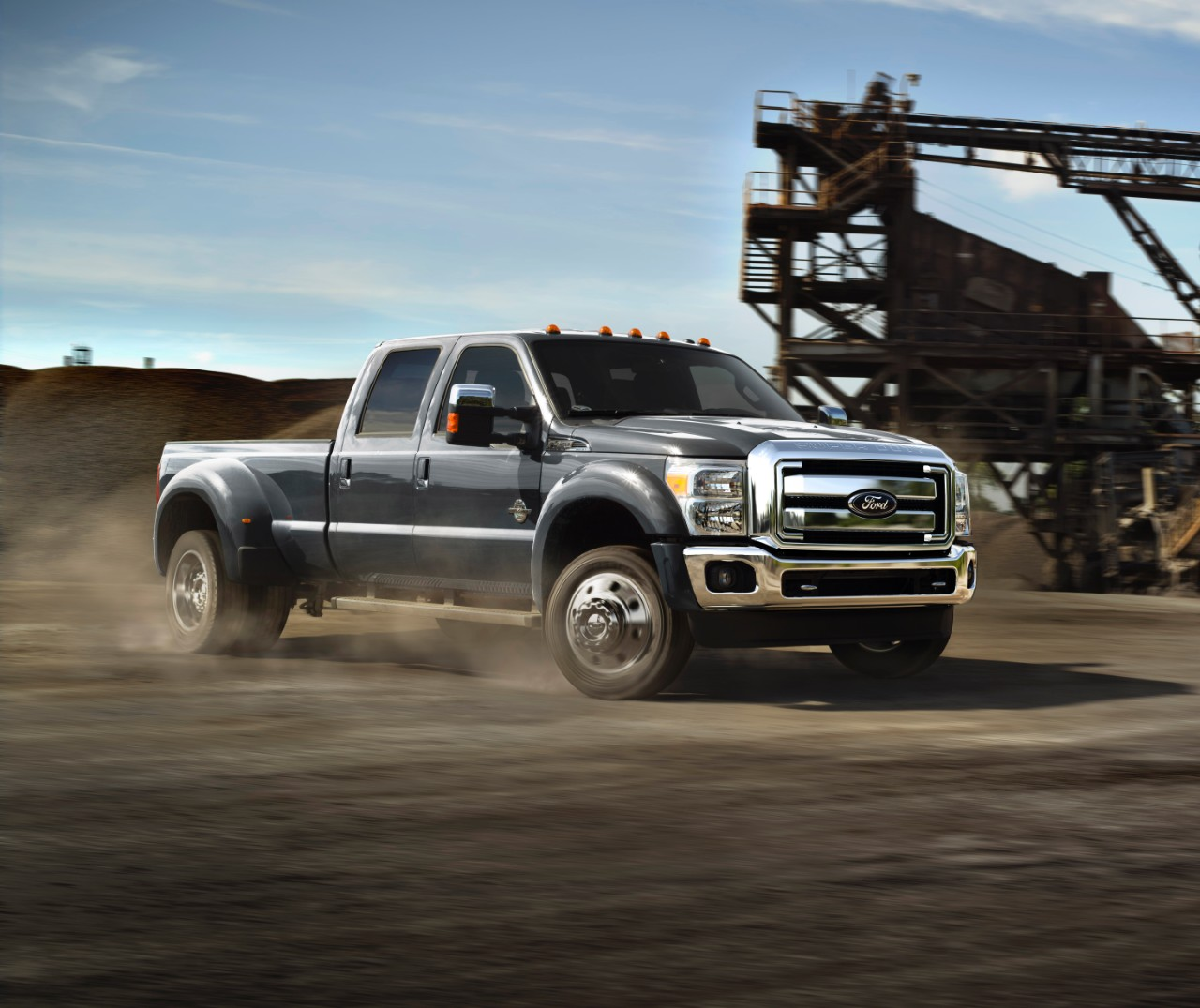2015 Ford Super Duty F-450 Boasts 31,200 Pounds Towing