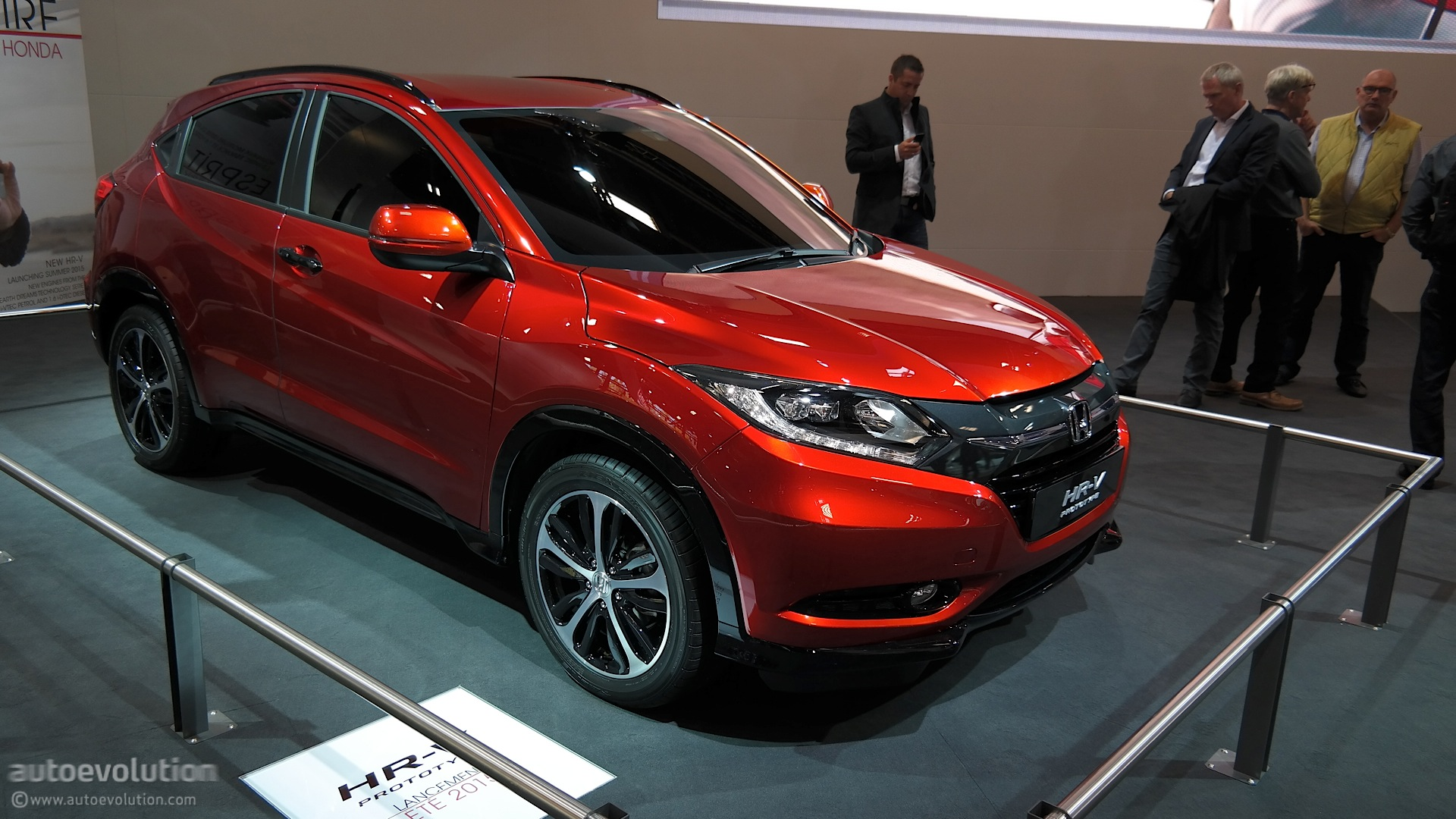 2015 honda hr v is compact and stylish at paris 2014 debut live photos autoevolution. Black Bedroom Furniture Sets. Home Design Ideas