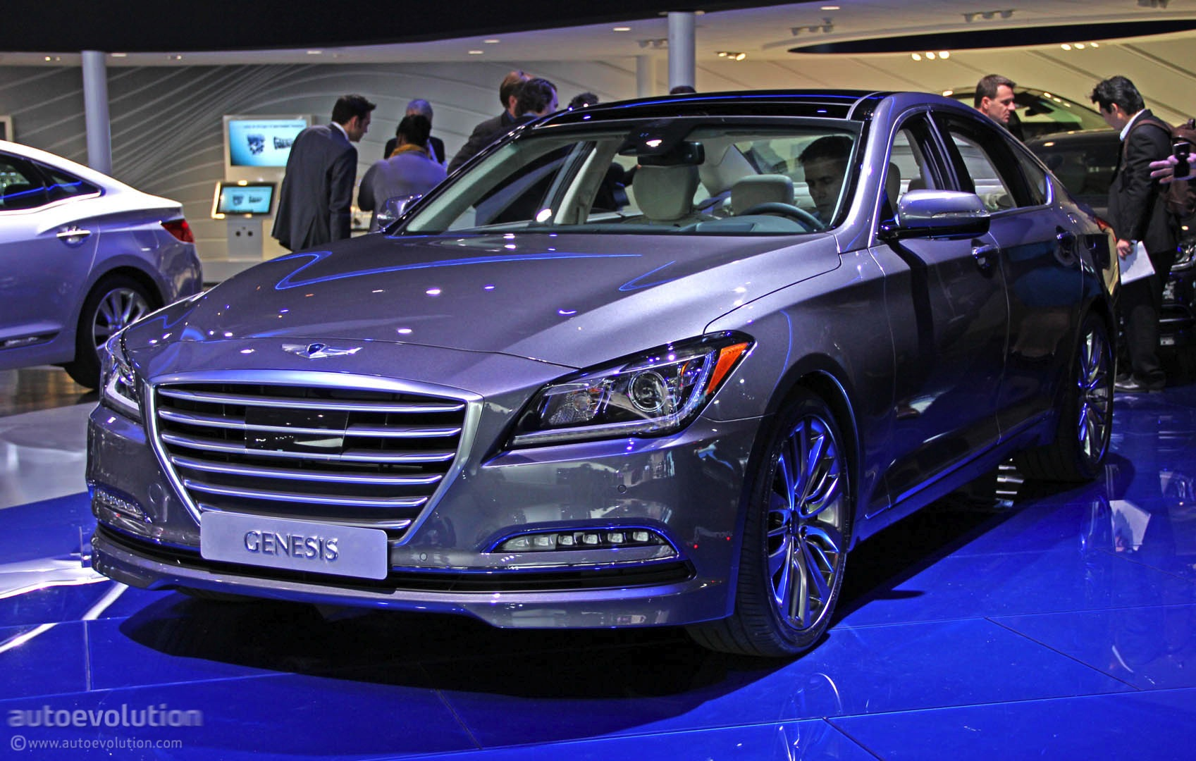 2015 hyundai genesis luxury sedan revealed in detroit live photos autoevolution. Black Bedroom Furniture Sets. Home Design Ideas