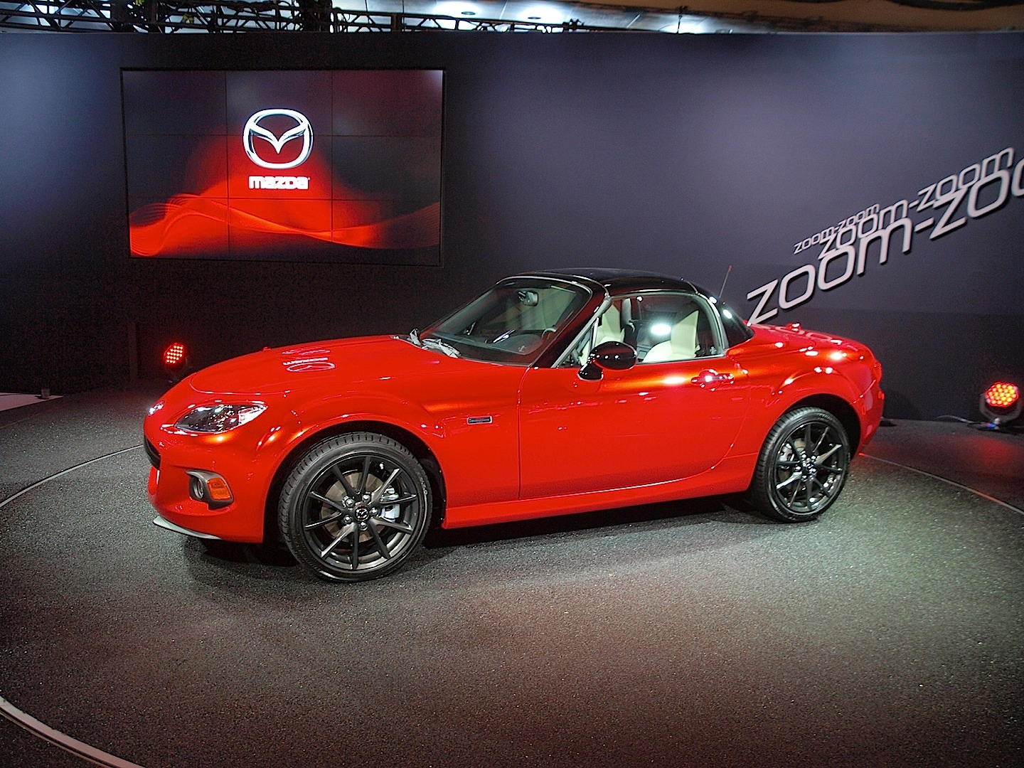 https://s1.cdn.autoevolution.com/images/news/2015-mazda-mx-5-pricing-announced-including-25th-anniversary-80855_1.jpg