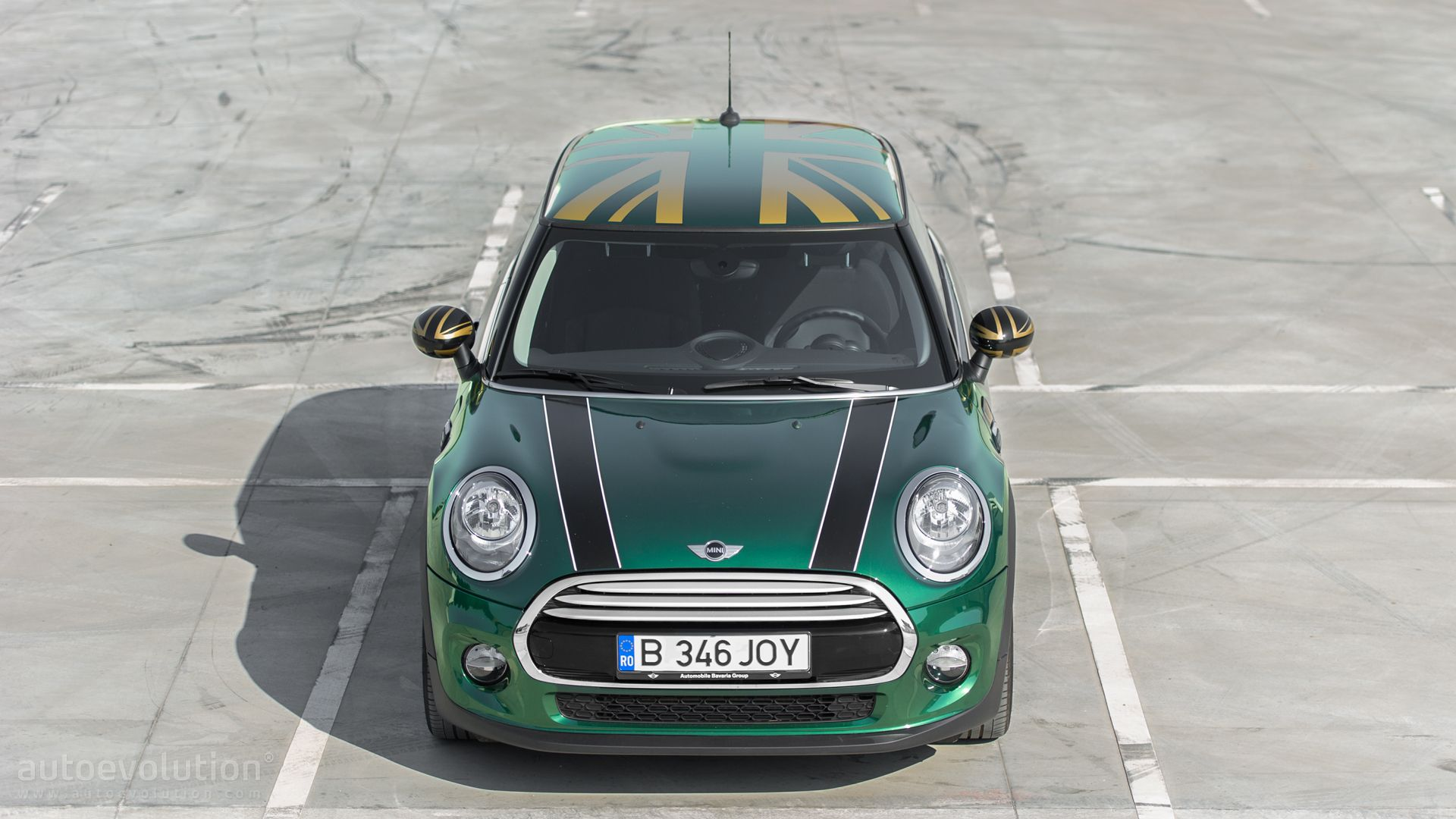 2015 mini cooper hd wallpapers british racing green goes. Black Bedroom Furniture Sets. Home Design Ideas