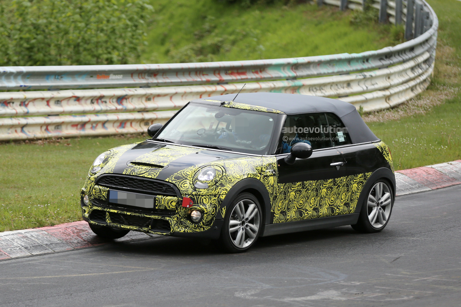 2015 mini cooper s convertible spied on the nurburgring autoevolution. Black Bedroom Furniture Sets. Home Design Ideas