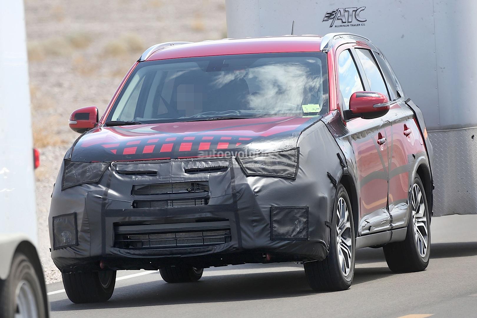 Mitsubishi Electric Car >> 2015 Mitsubishi Outlander Facelift Spied Towing a Trailer - autoevolution