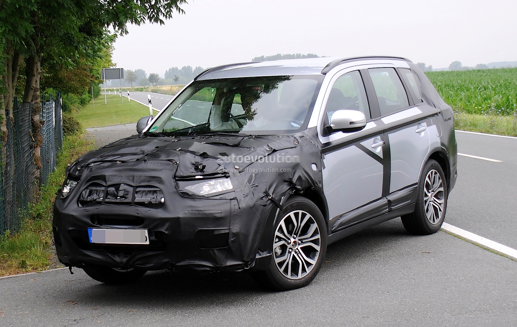 2015 Mitsubishi Outlander Spied Again, This Time in Europe - autoevolution