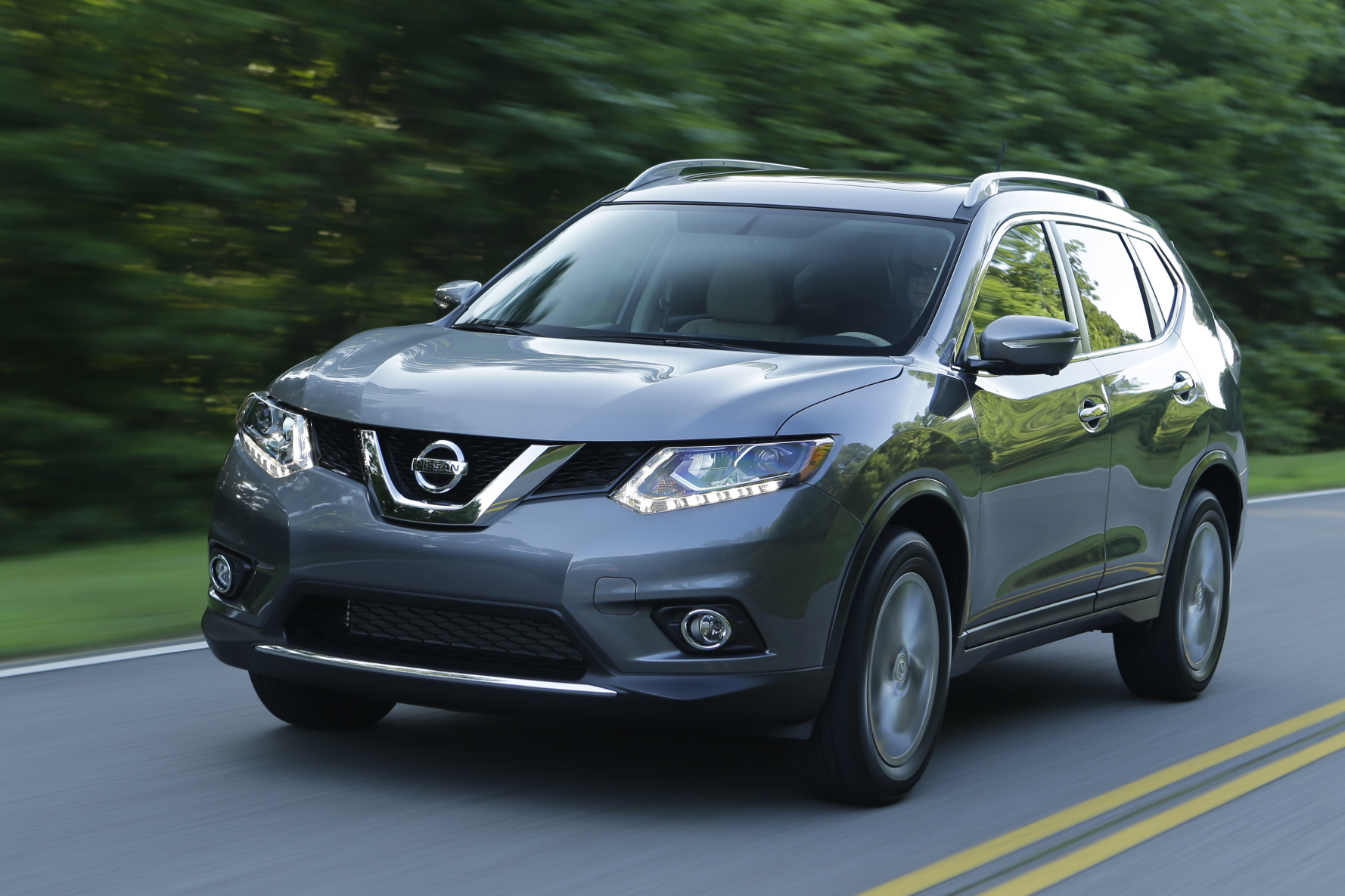 2015 nissan rogue pricing announced autoevolution. Black Bedroom Furniture Sets. Home Design Ideas