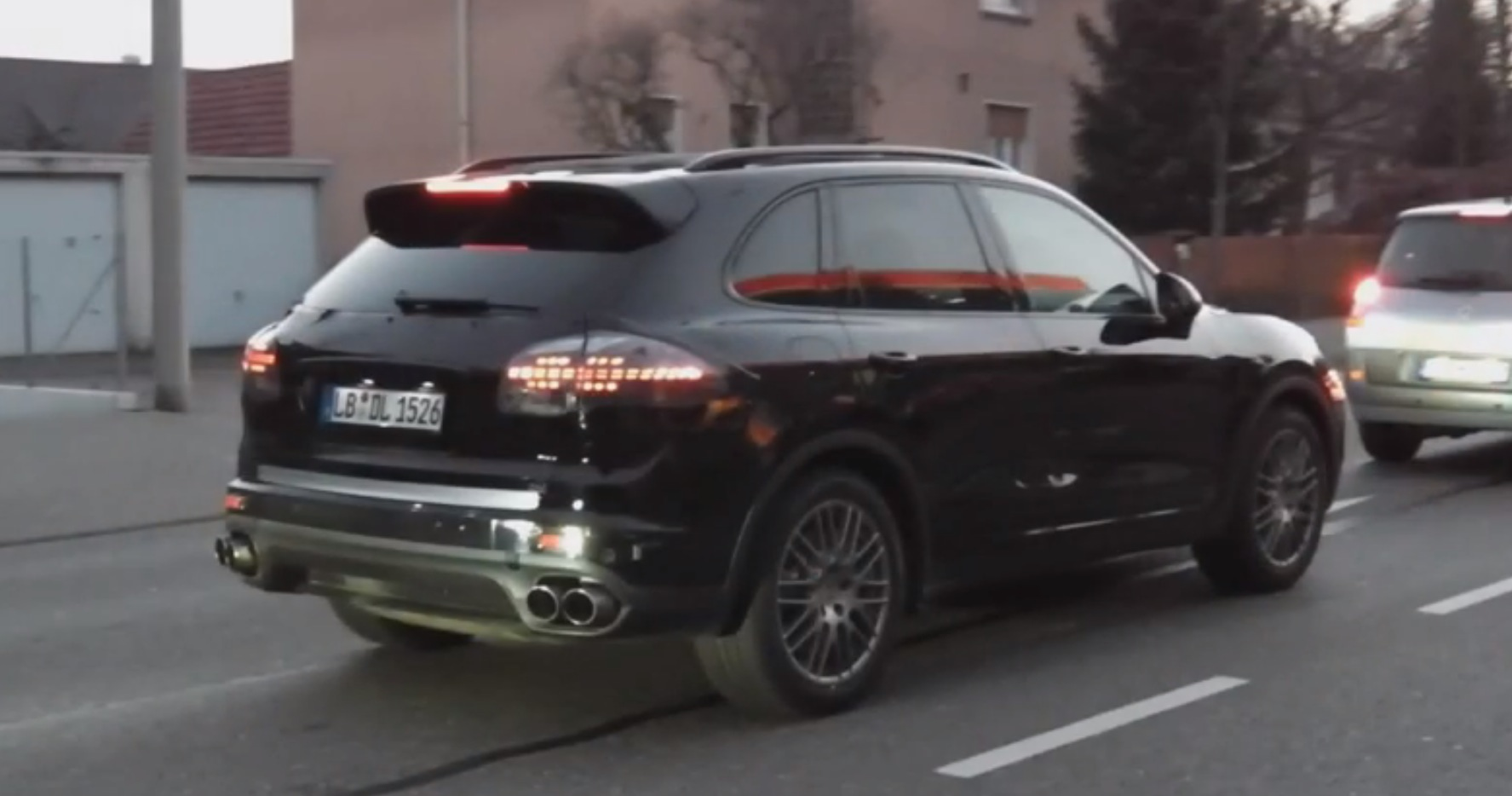 2015 porsche cayenne facelift spotted in stuttgart autoevolution. Black Bedroom Furniture Sets. Home Design Ideas