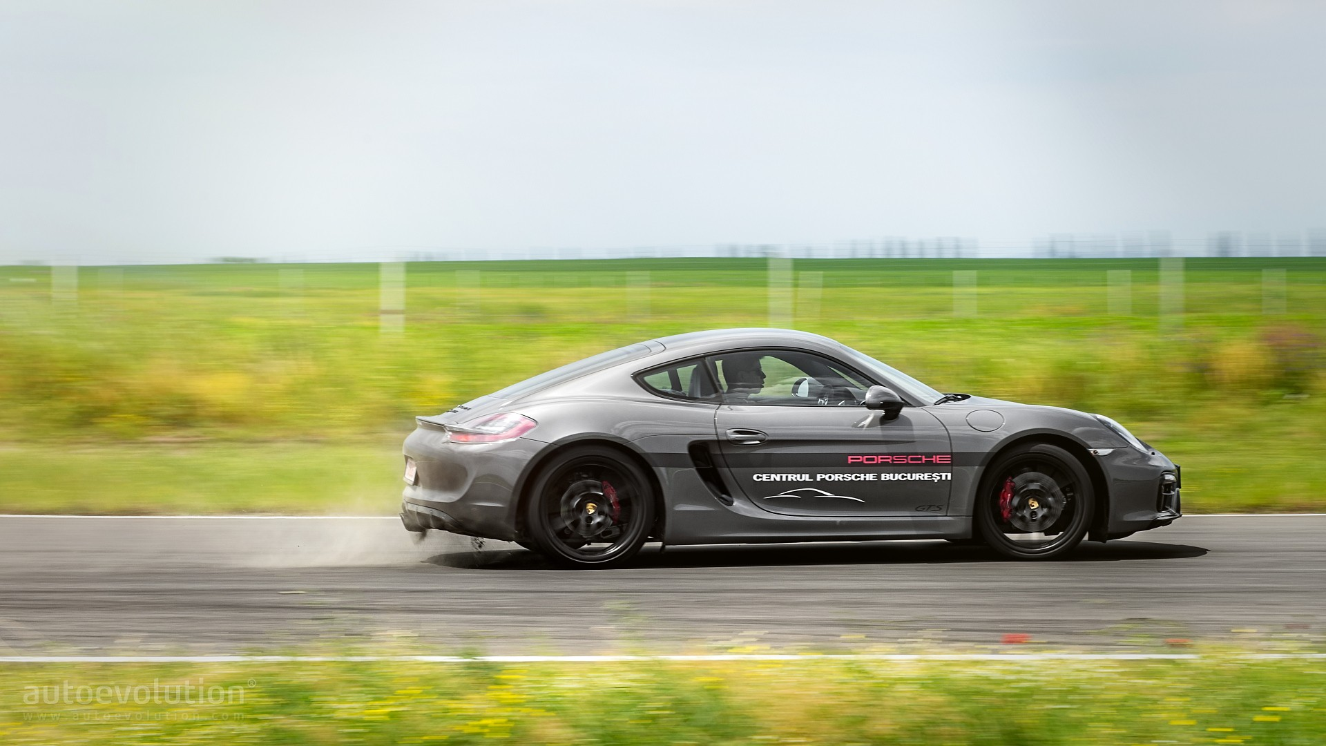 2015 porsche cayman gts hd wallpapers: colored socks and 20-inch