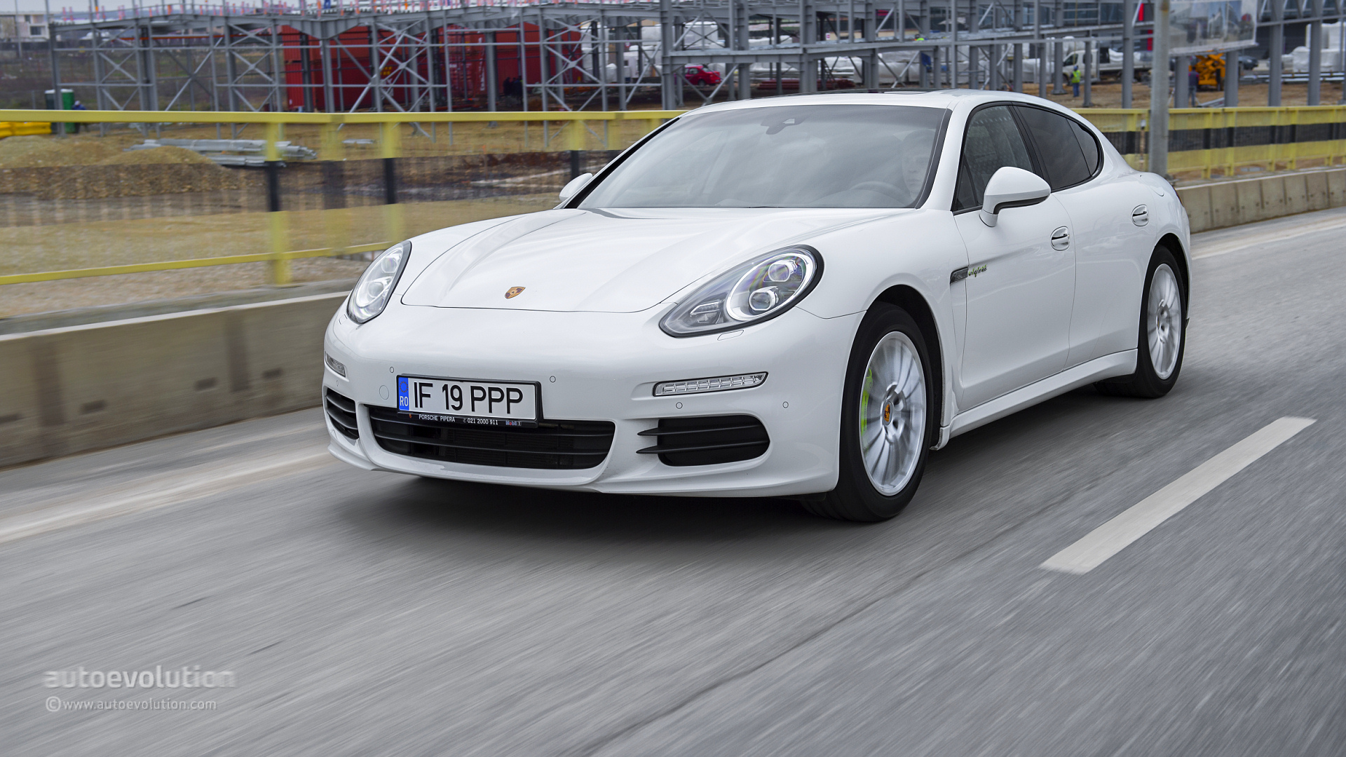 2015 porsche panamera s e hybrid tested the top details autoevolution. Black Bedroom Furniture Sets. Home Design Ideas