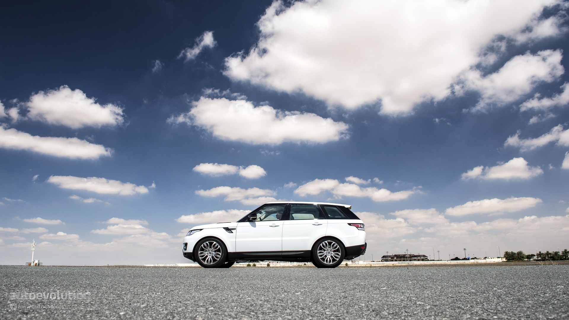 Range Rover Sport Supercharged In Dubai S Desert Hd Wallpapers
