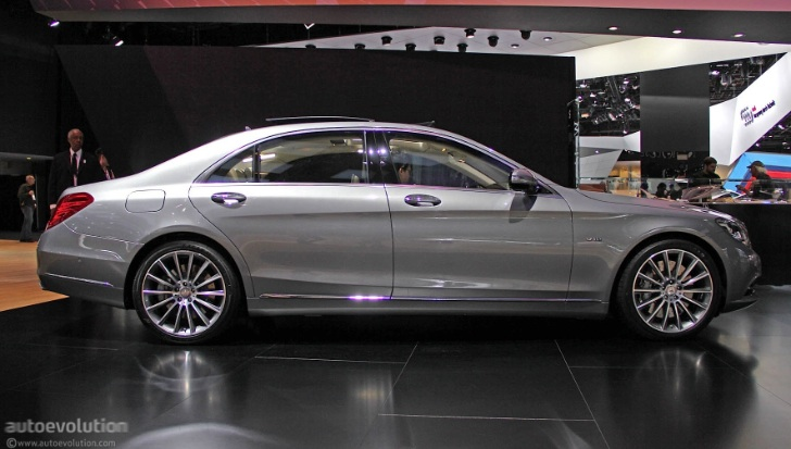2015 s 600 v222 with regular wheels at naias live photos for Mercedes benz s class rims