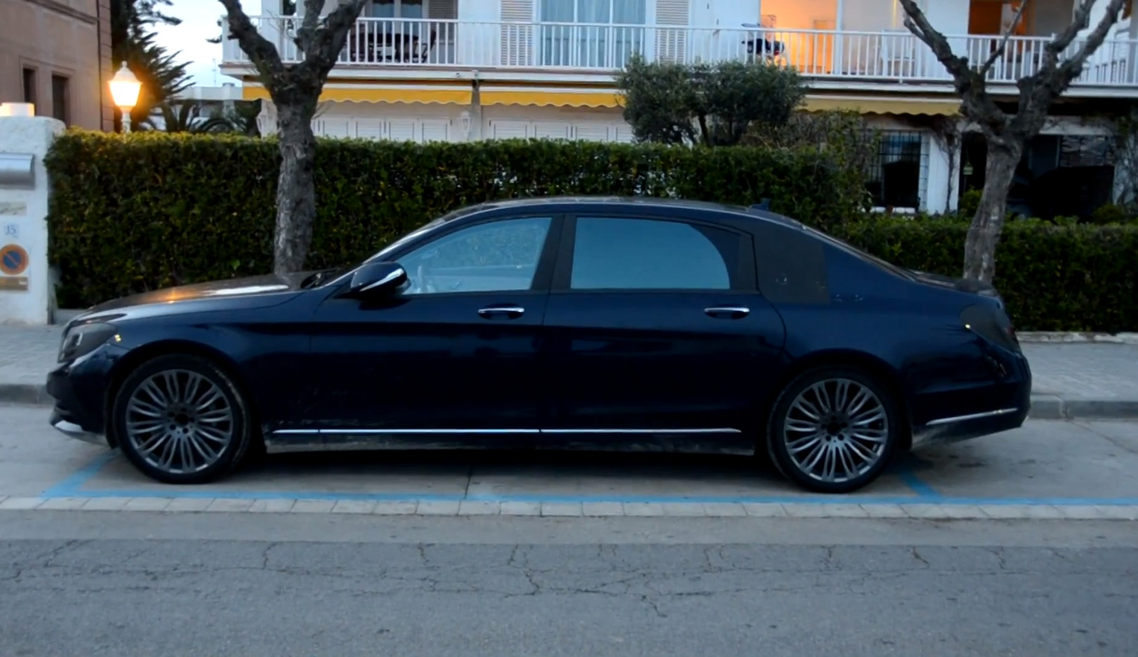2015 s class maybach x222 caught on video in spain autoevolution. Black Bedroom Furniture Sets. Home Design Ideas