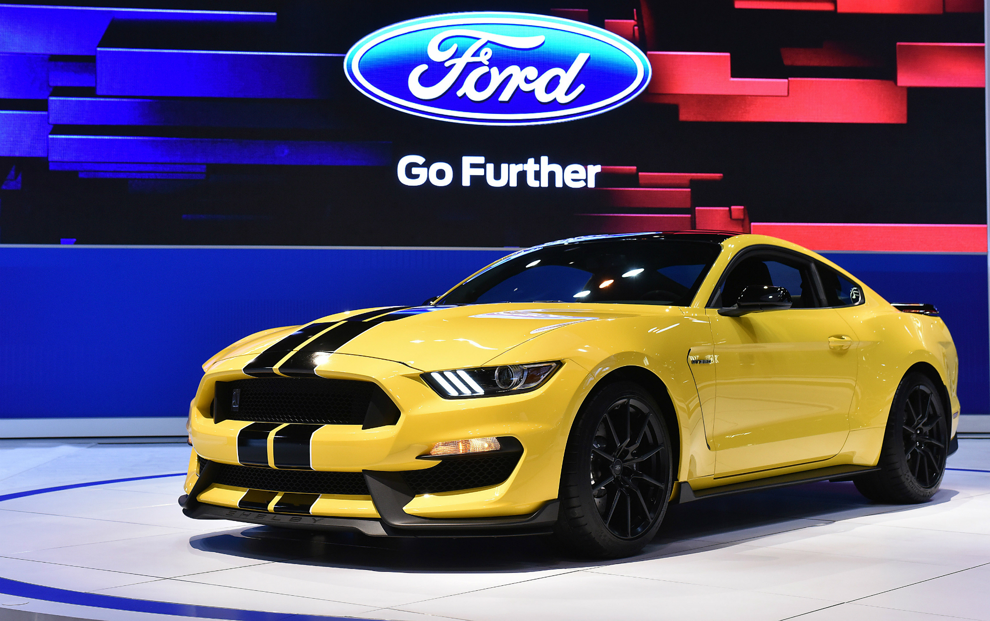 2015 shelby gt350 production limited to 100 gt350s and 37 gt350r examples autoevolution. Black Bedroom Furniture Sets. Home Design Ideas