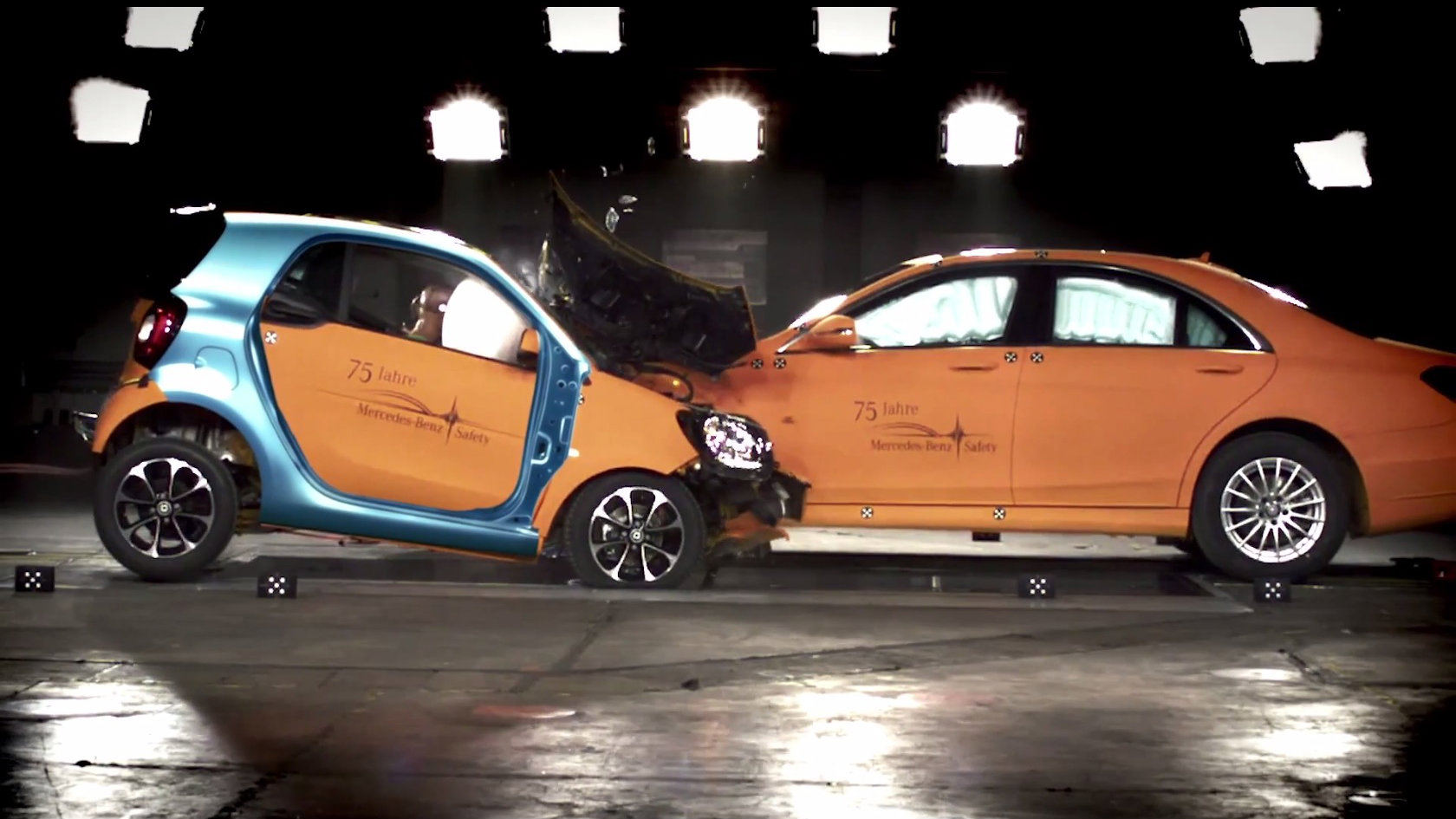 2015 smart fortwo vs mercedes s class crash test for Smart car mercedes benz