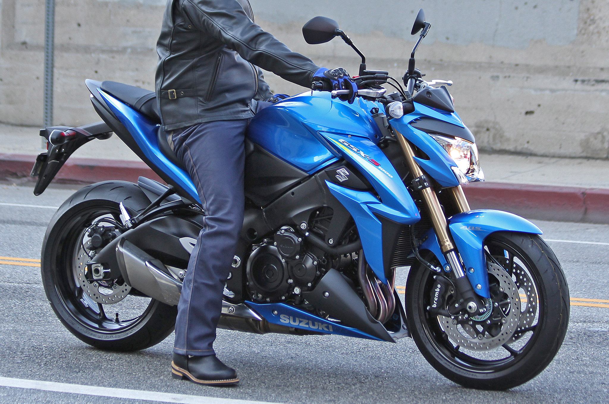 2015 Suzuki GSX-S1000 High-Resolution Pics Show Bike Ready to Roll