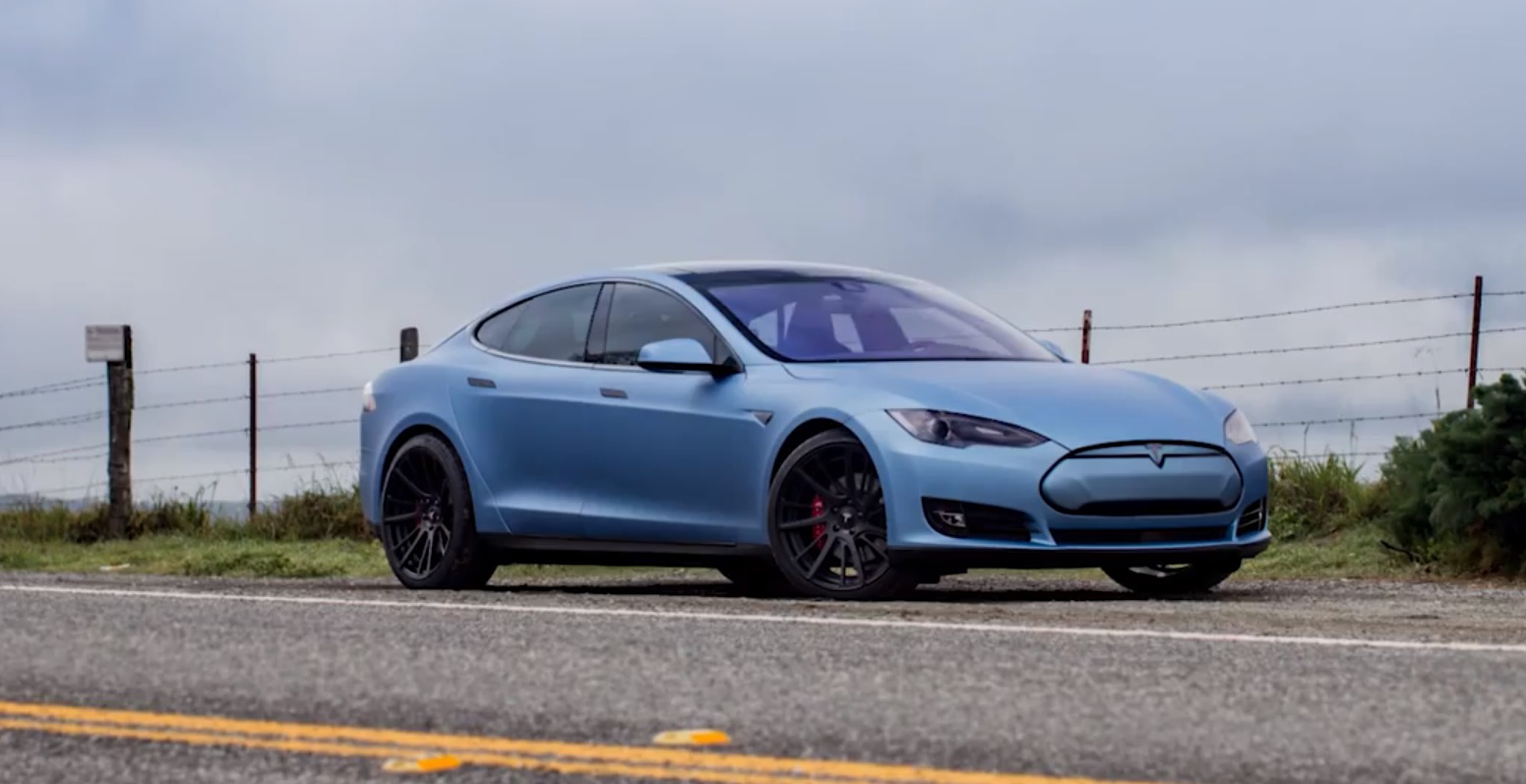 2015 tesla model s p85d gets adv 1 wheels frozen blue wrap video autoevolution. Black Bedroom Furniture Sets. Home Design Ideas