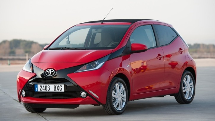 2015 toyota aygo gets first drive test. Black Bedroom Furniture Sets. Home Design Ideas