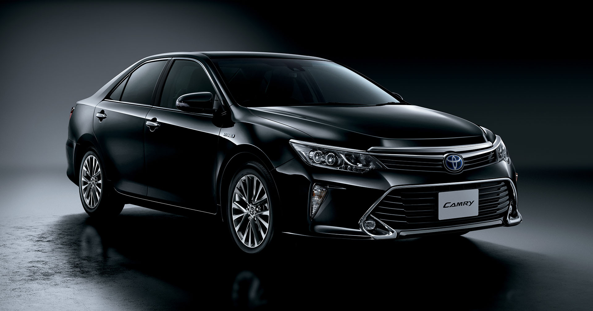 2015 toyota camry gets led headlights and woodgrain trim in japan autoevolution
