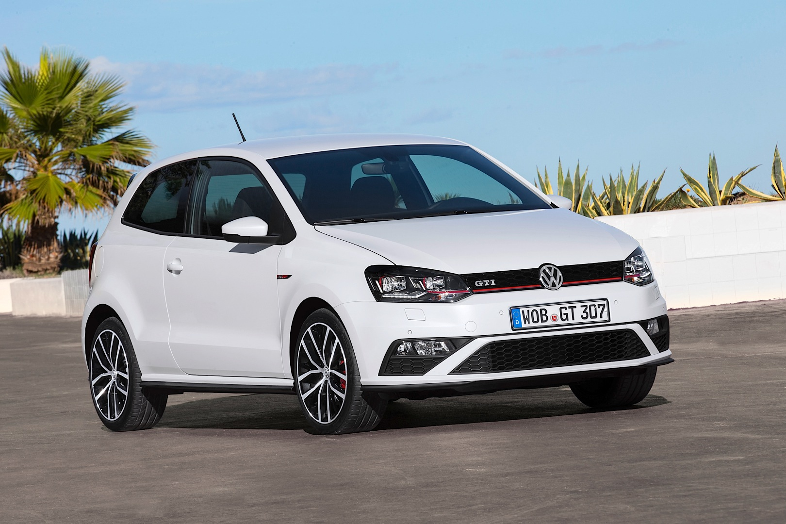 2015 volkswagen polo gti 6r facelift new photos and. Black Bedroom Furniture Sets. Home Design Ideas