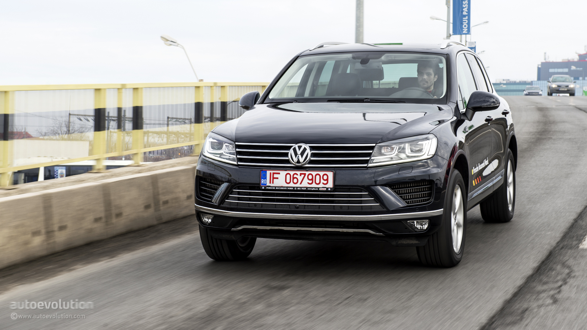 2015 volkswagen touareg facelift tested the all rounder of the segment autoevolution. Black Bedroom Furniture Sets. Home Design Ideas
