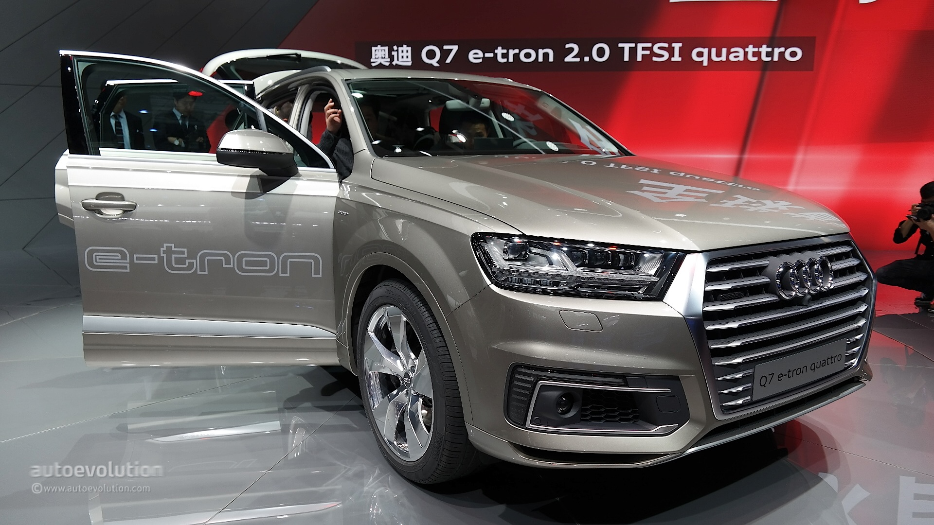 2016 audi q7 debuts in china with 2 0 tfsi e tron phev engine video live photos autoevolution. Black Bedroom Furniture Sets. Home Design Ideas