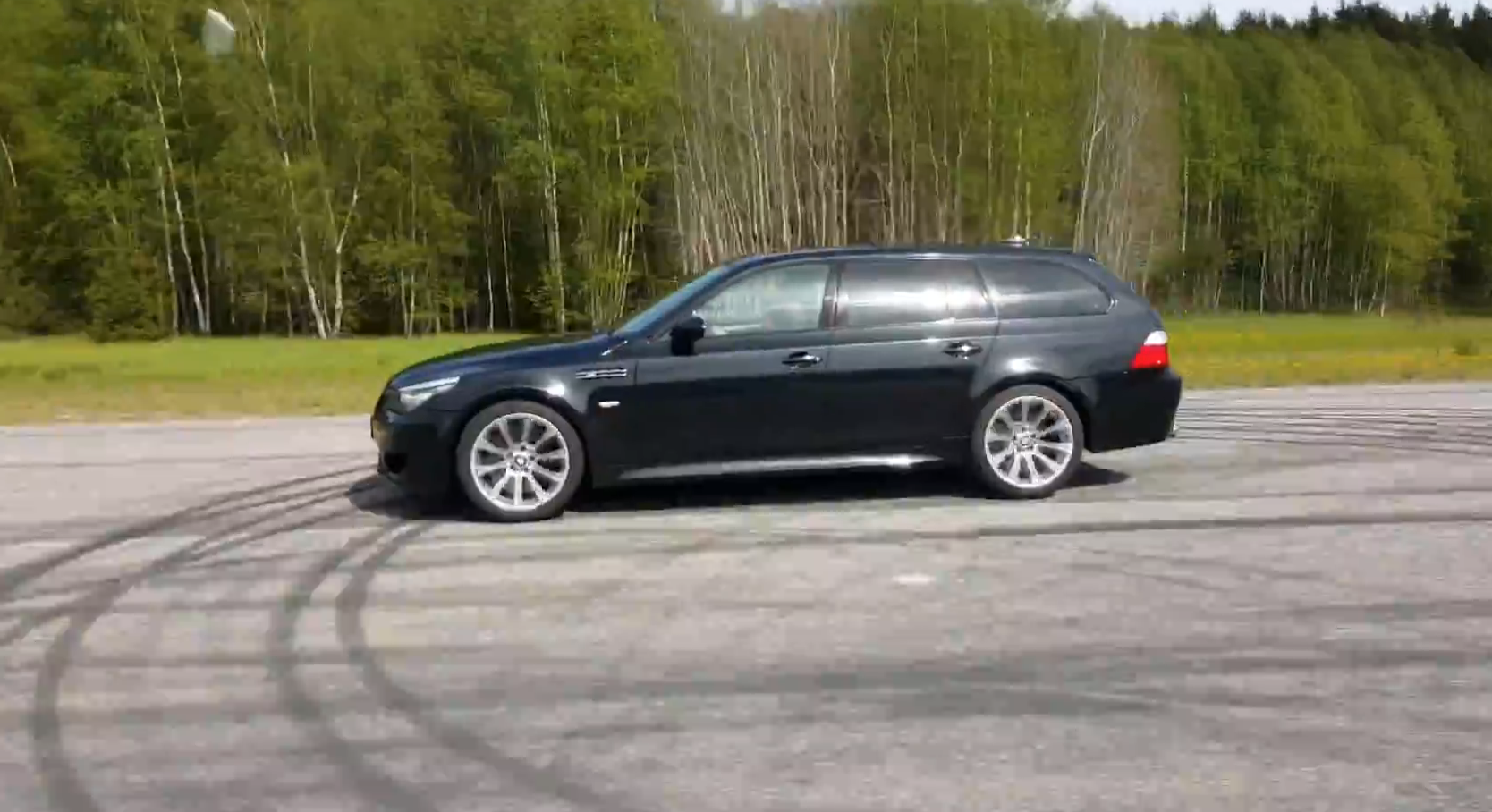 2016 Bmw X5 M Cant Keep Up With A Bmw E61 M5 Touring On The Drag