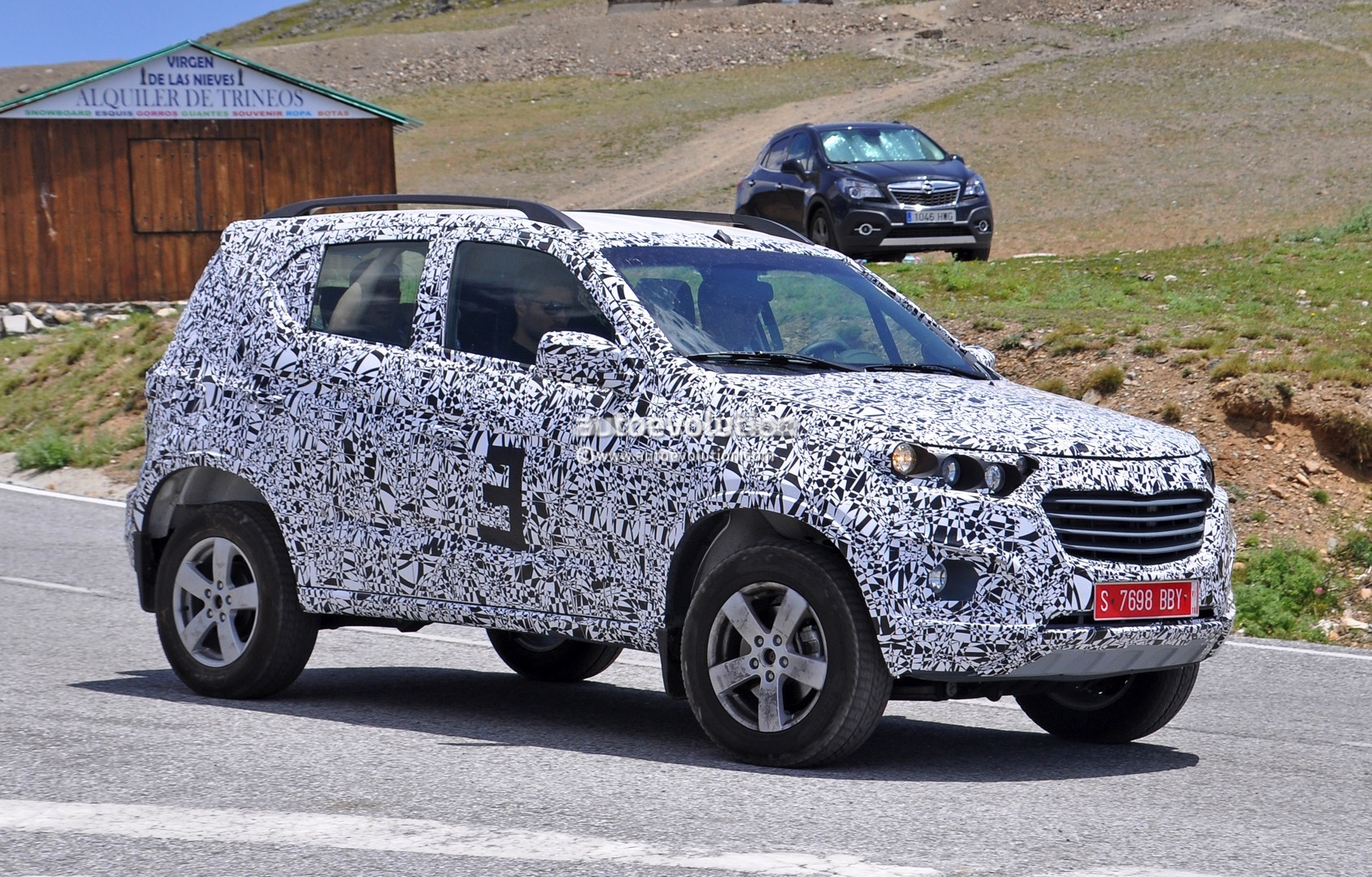 2016 Chevrolet Niva Shows Up In Camo For The First Time Autoevolution