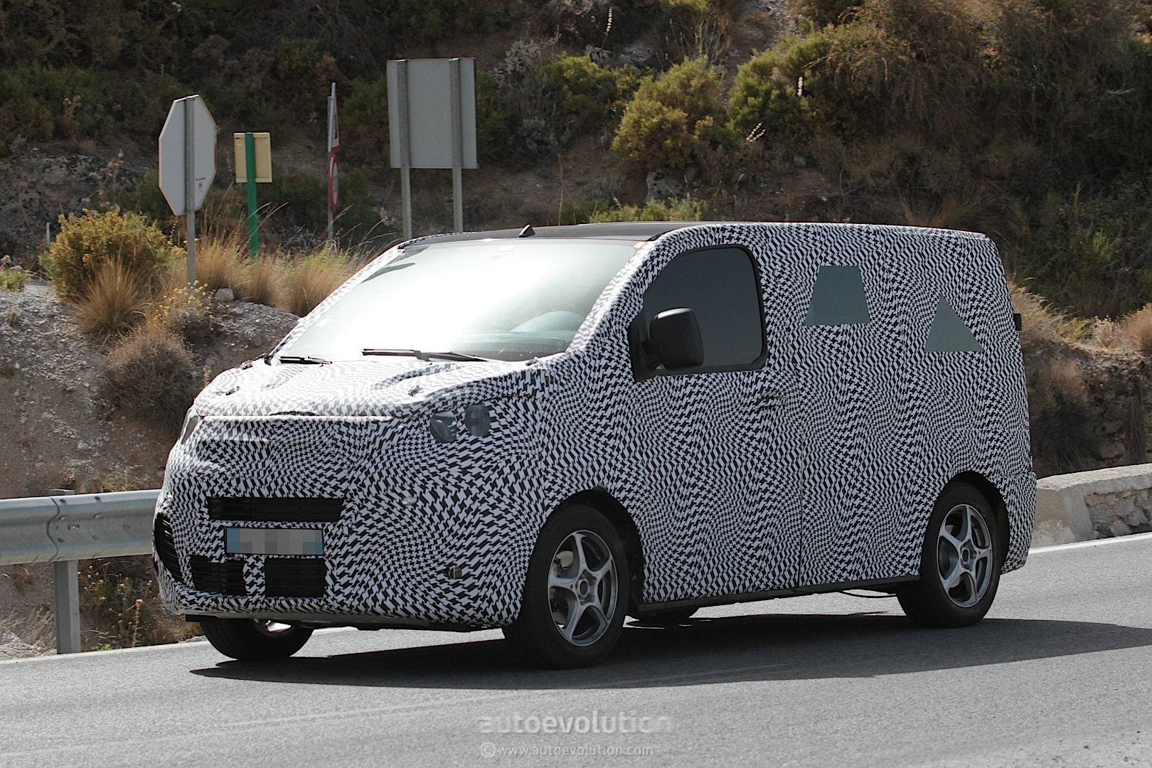 2016 citroen jumpy peugeot expert spied autoevolution. Black Bedroom Furniture Sets. Home Design Ideas