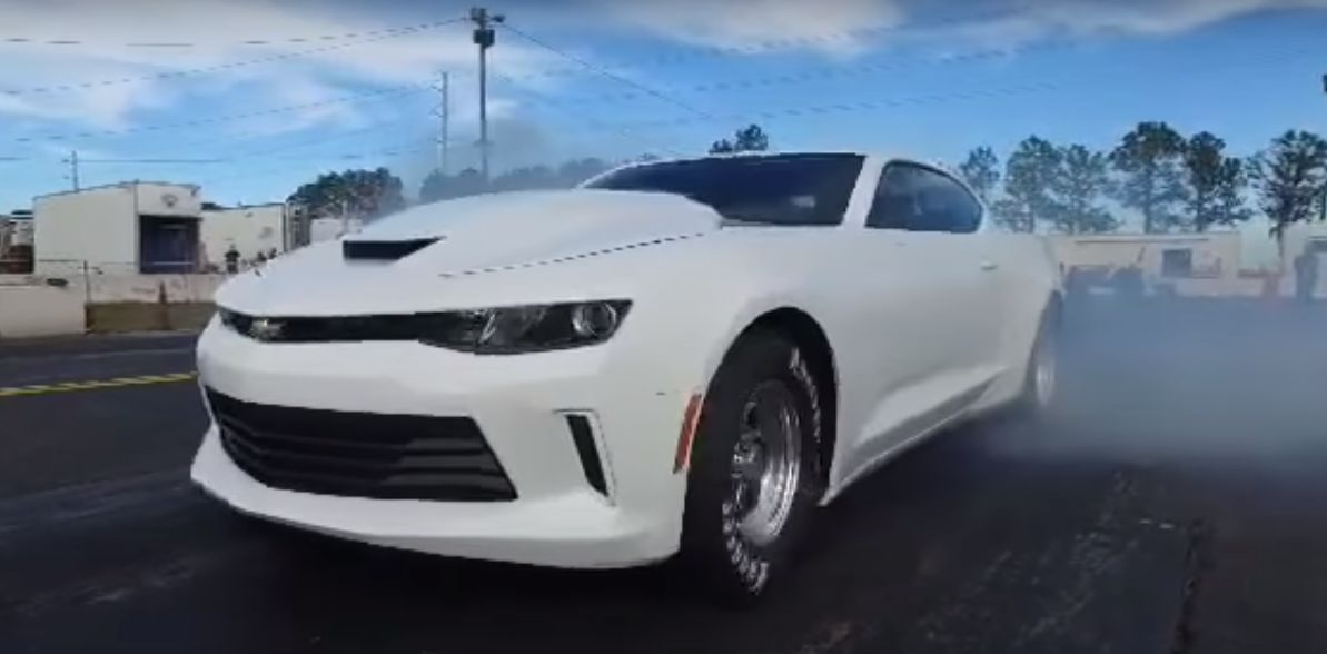 2016 copo camaro hits the drag strip pulls glorious burnout rh autoevolution com
