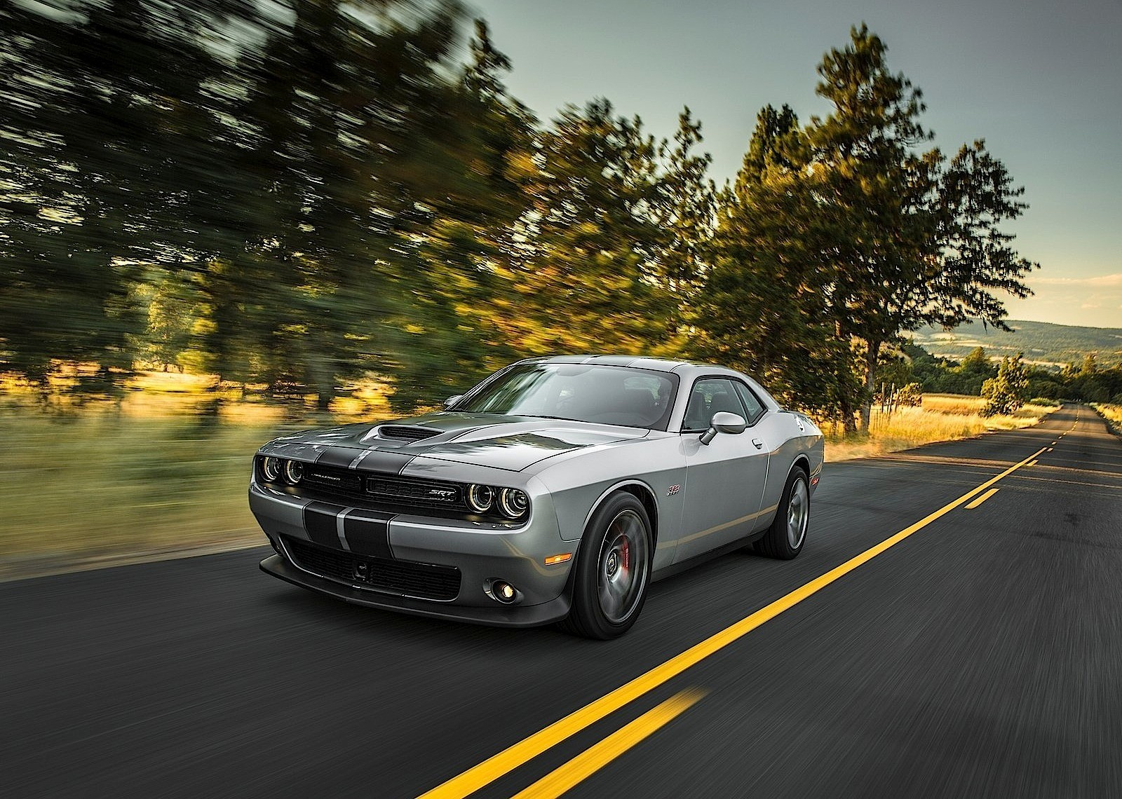 2016 dodge challenger and charger srt hellcat get hefty price increase demand is still soaring. Black Bedroom Furniture Sets. Home Design Ideas