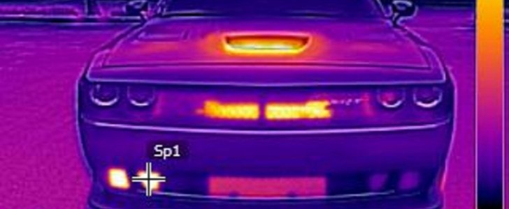 2016 Dodge Challenger Hellcat Looks Surreal in Thermal Imagery