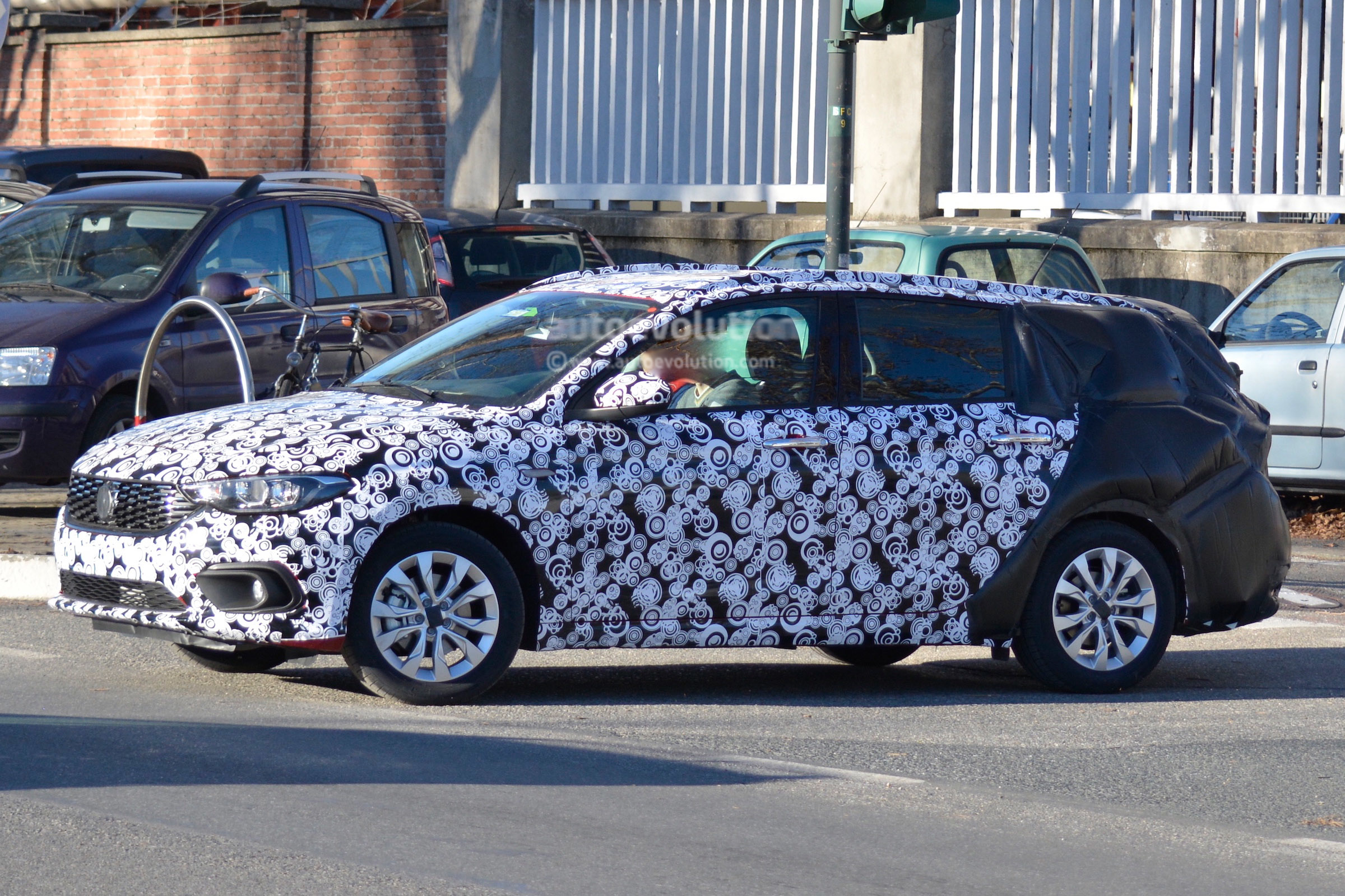 2016 fiat tipo station wagon spied in italy autoevolution. Black Bedroom Furniture Sets. Home Design Ideas