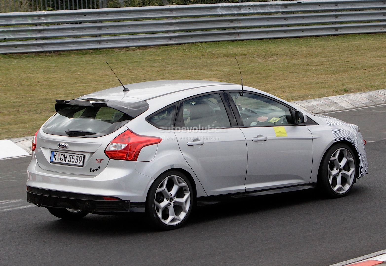 2016 ford focus rs spied almost undisguised autoevolution. Black Bedroom Furniture Sets. Home Design Ideas