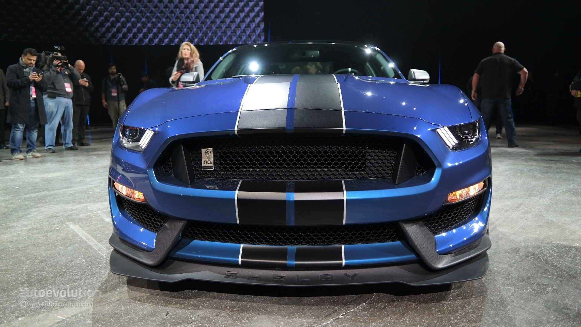 while - 2016 Ford Mustang Gt350