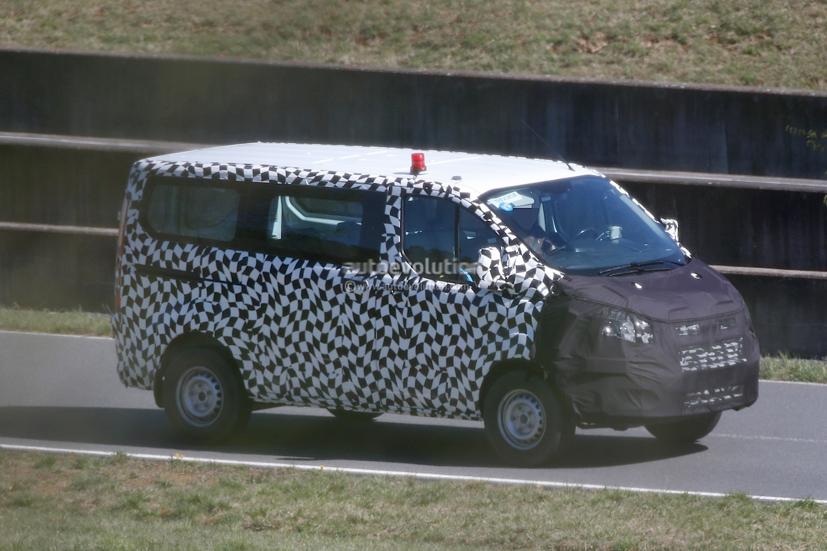 2016 ford transit custom facelift spied for the first time. Black Bedroom Furniture Sets. Home Design Ideas