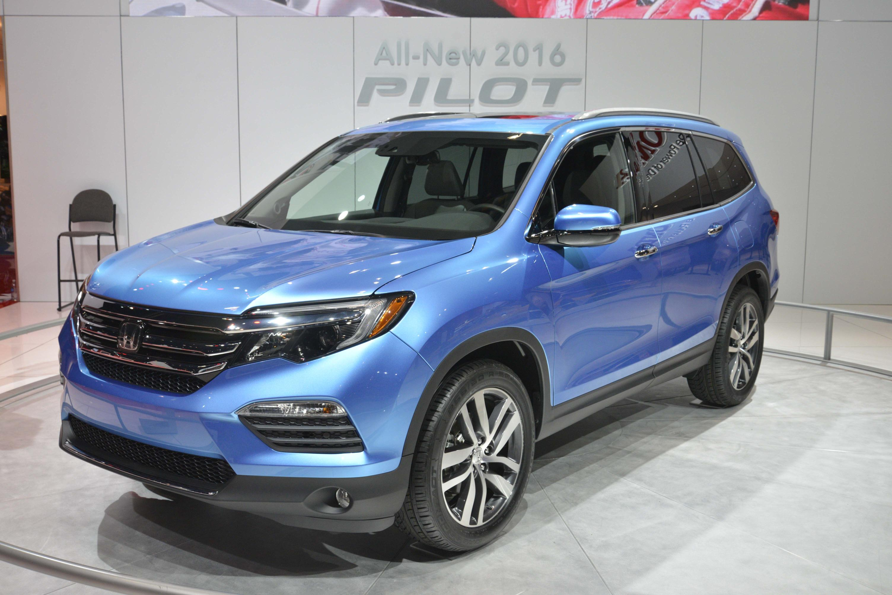 2016 honda pilot is lighter and sexier for chicago auto. Black Bedroom Furniture Sets. Home Design Ideas