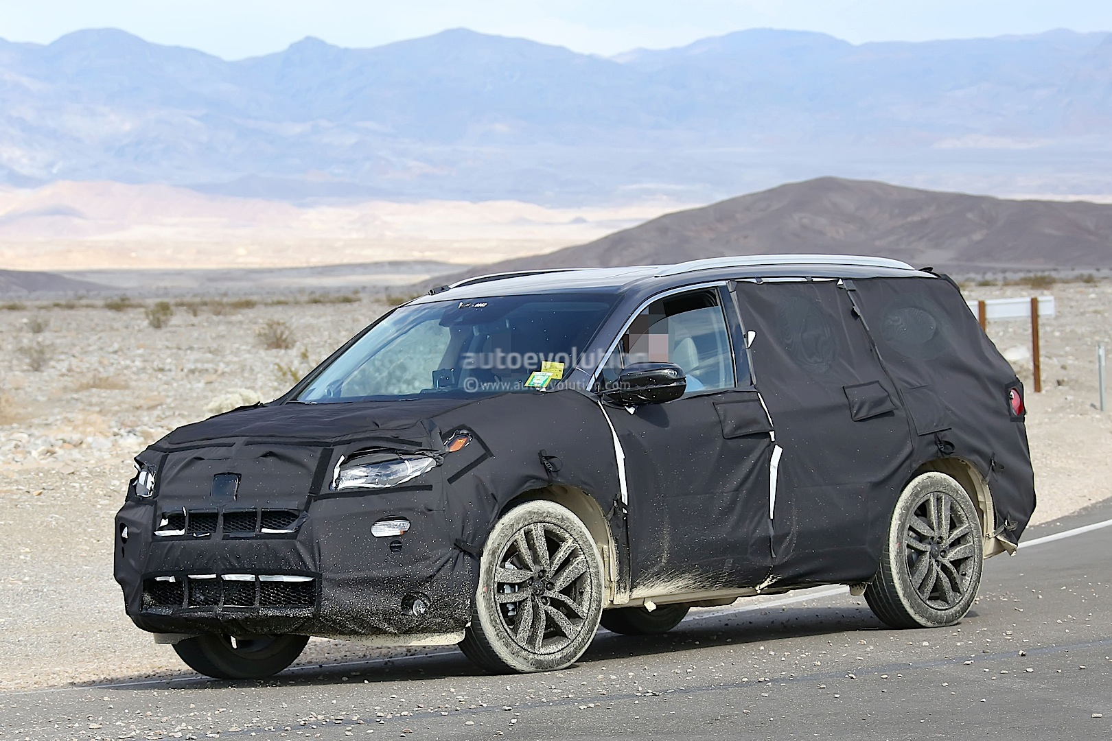 2016 honda pilot spied testing in the desert autoevolution. Black Bedroom Furniture Sets. Home Design Ideas