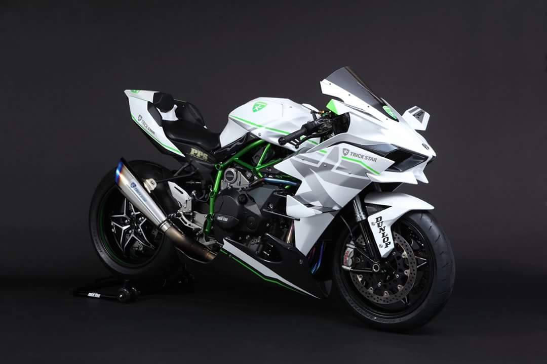 2016 kawasaki ninja h2r in white livery is the queen of supercharged ice autoevolution. Black Bedroom Furniture Sets. Home Design Ideas