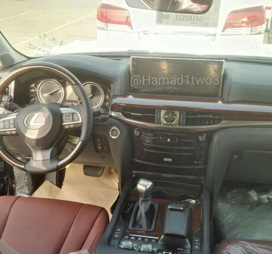 https://s1.cdn.autoevolution.com/images/news/2016-lexus-lx-570-facelift-spied-in-the-middle-east-with-redesigned-interior-97553_1.jpg