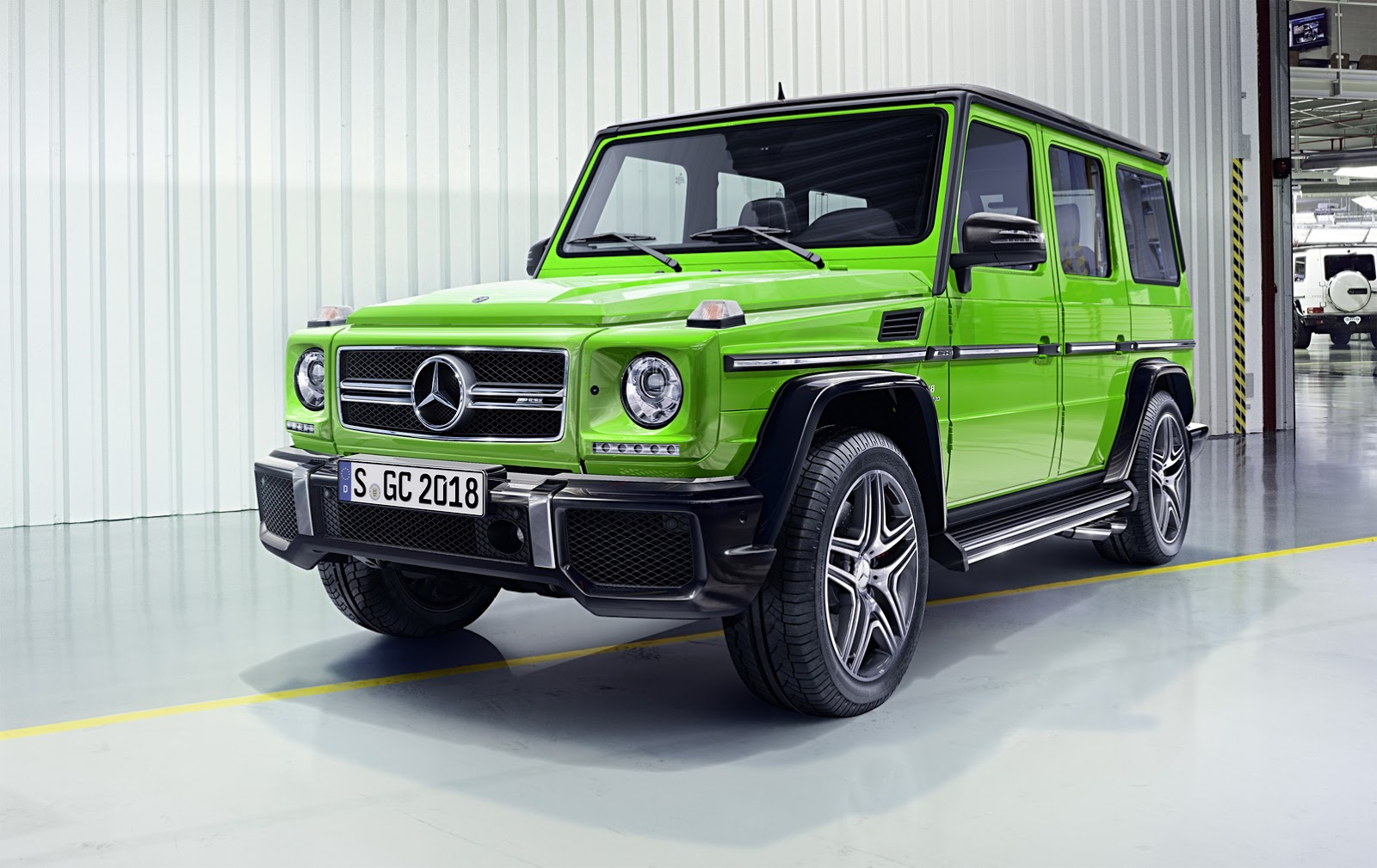2016 mercedes benz g class facelift brings amg 4l v8 for for Mercedes benz v8 amg