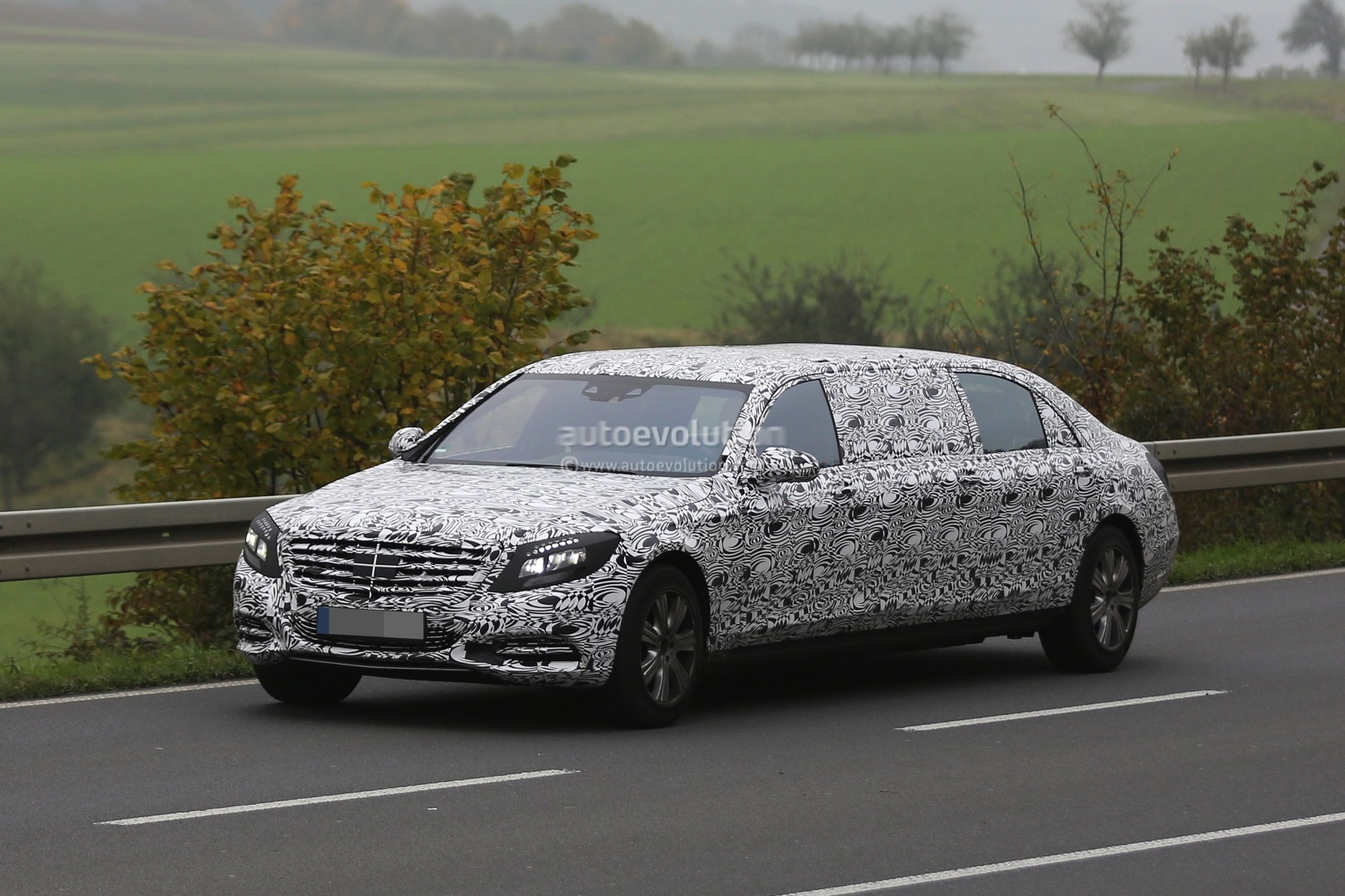 https://s1.cdn.autoevolution.com/images/news/2016-mercedes-benz-s-600-pullman-spied-getting-closer-to-production-photo-gallery-88358_1.jpg