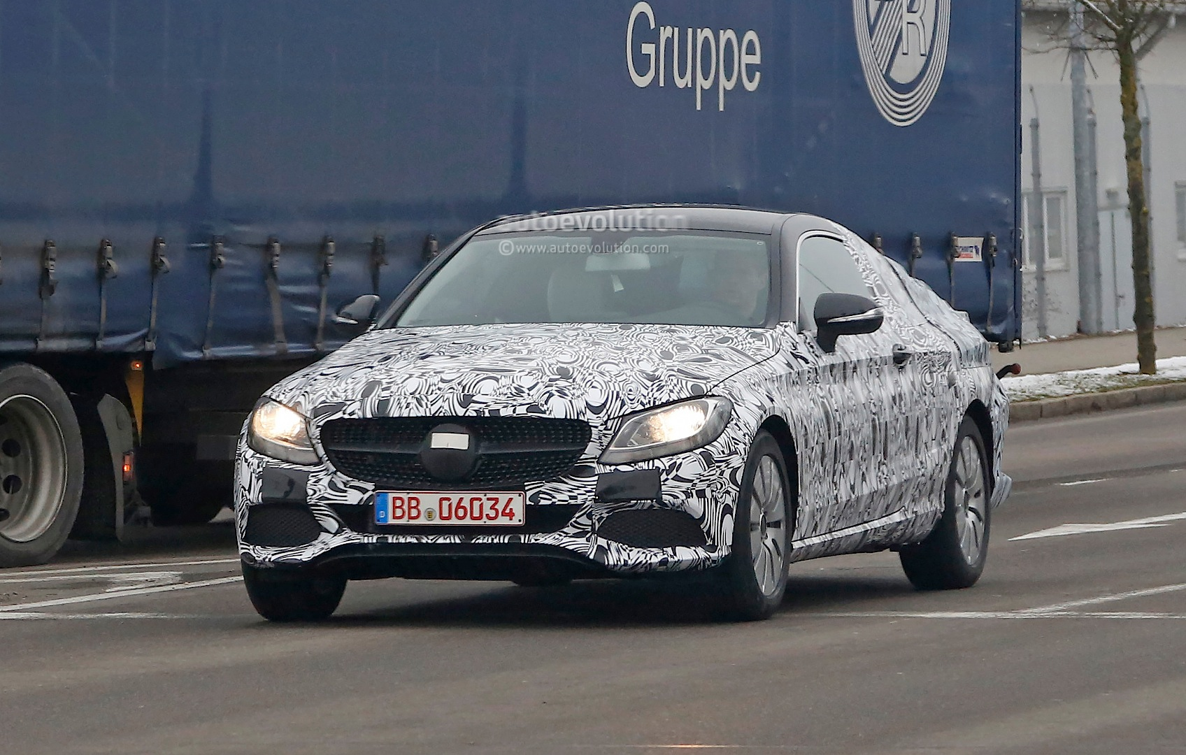 2016 mercedes c class coupe c205 spied in most revealing photos yet autoevolution. Black Bedroom Furniture Sets. Home Design Ideas