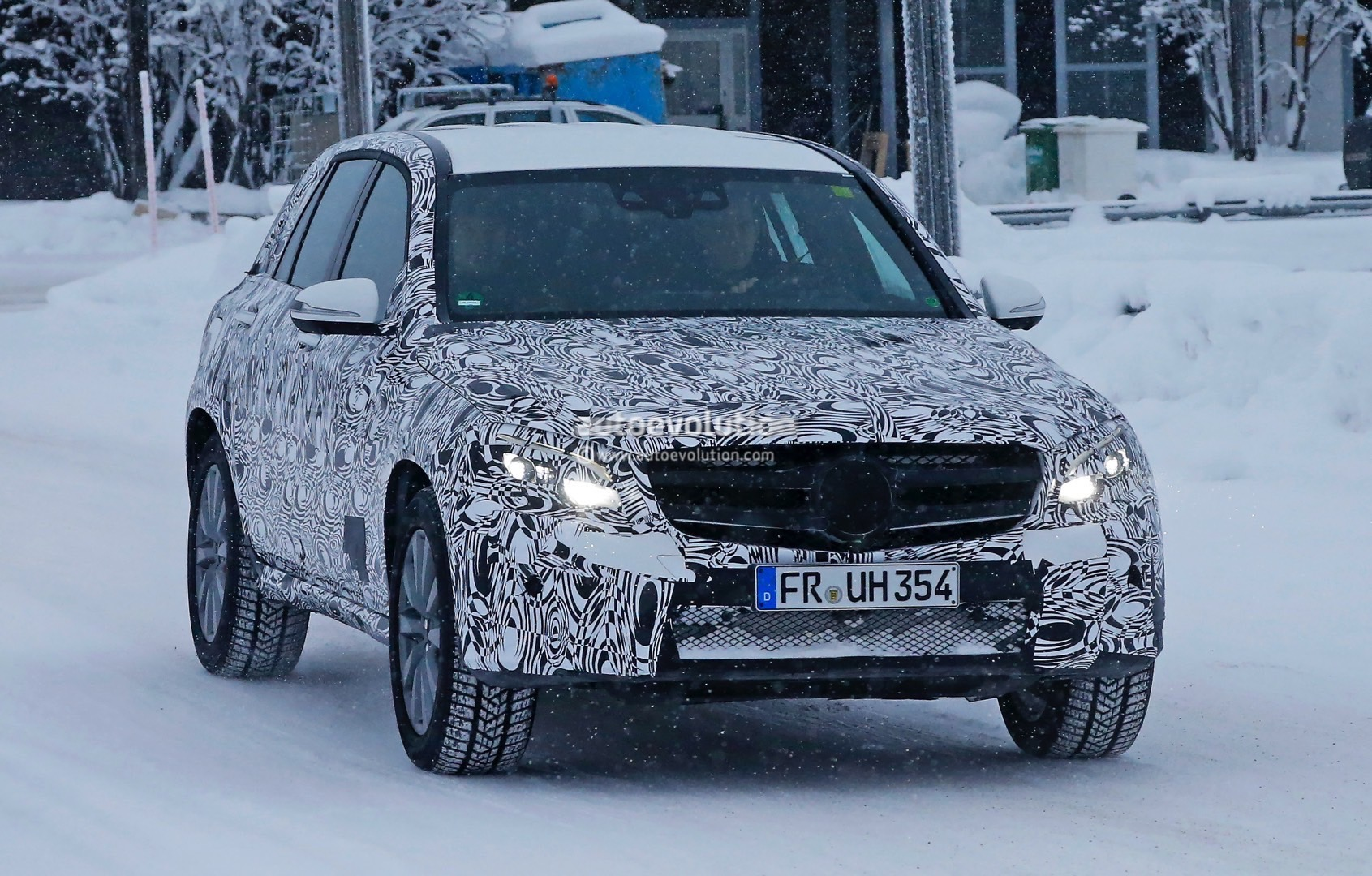 2016 mercedes glc plug in hybrid spied for the first time autoevolution. Black Bedroom Furniture Sets. Home Design Ideas