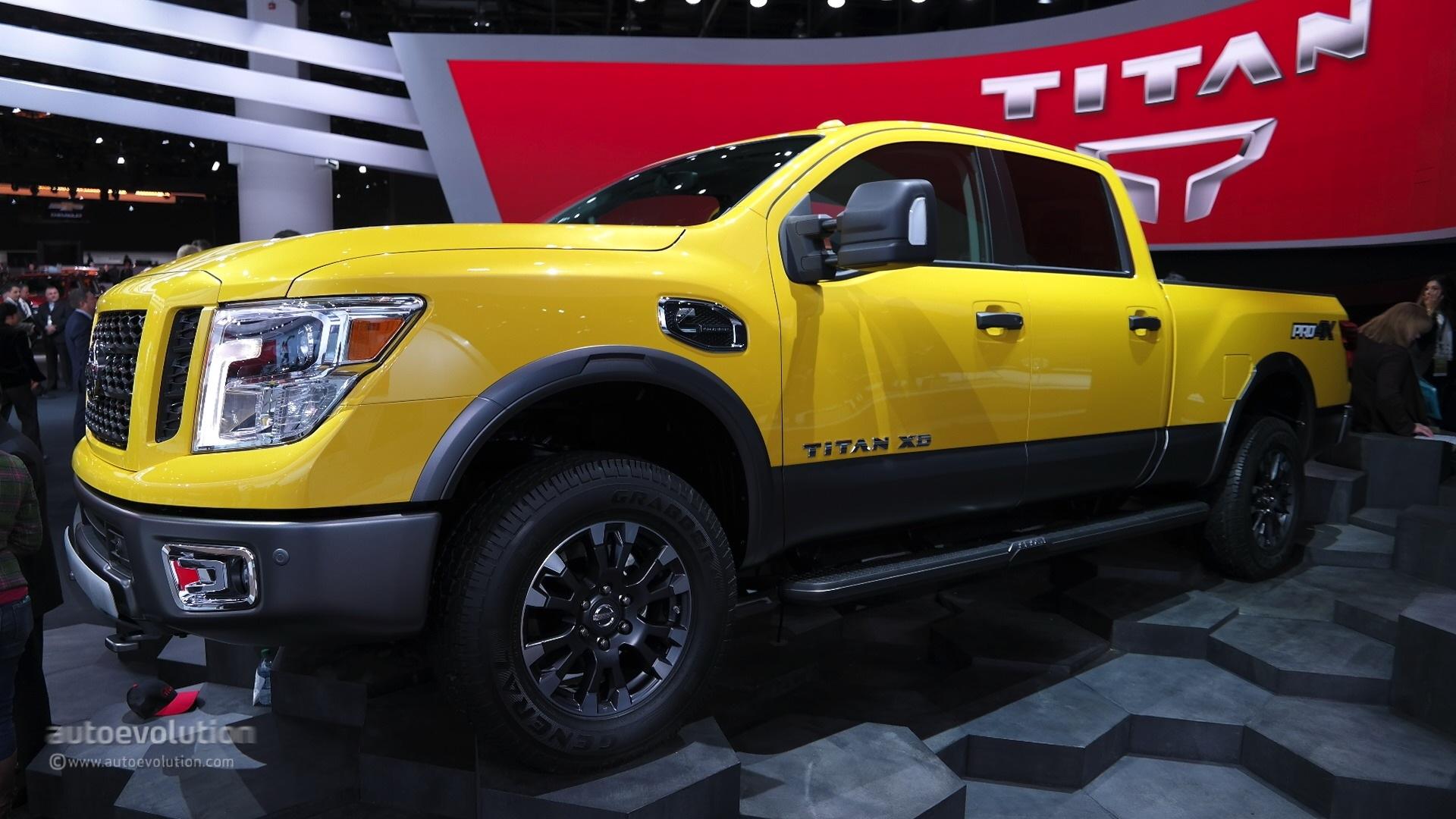2016 nissan titan xd cummins light duty truck has heavy duty attitude at detroit live photos. Black Bedroom Furniture Sets. Home Design Ideas