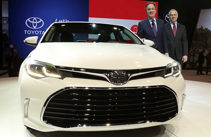 2016 Toyota Avalon Shows Off New Face At Chicago Auto Show