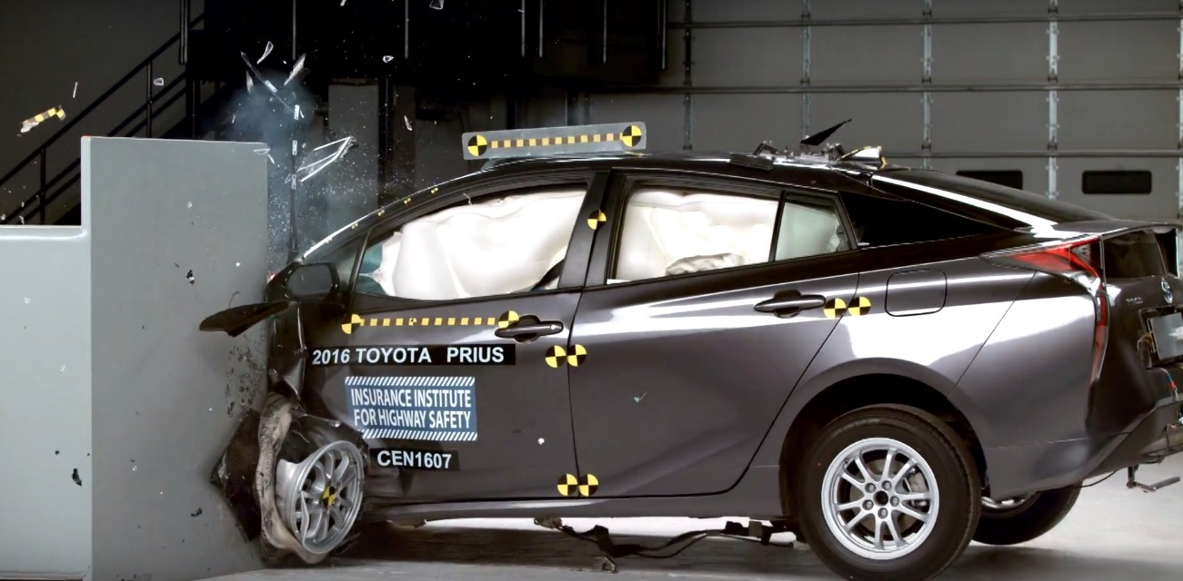 2016 toyota prius named iihs top safety pick plus here 39 s the crash test footage autoevolution. Black Bedroom Furniture Sets. Home Design Ideas