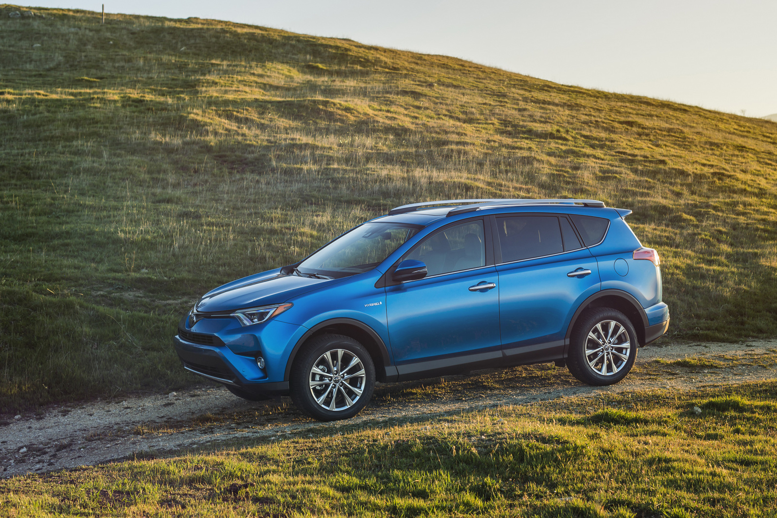 The 2016 Toyota Rav4 Hybrid 35 Photos