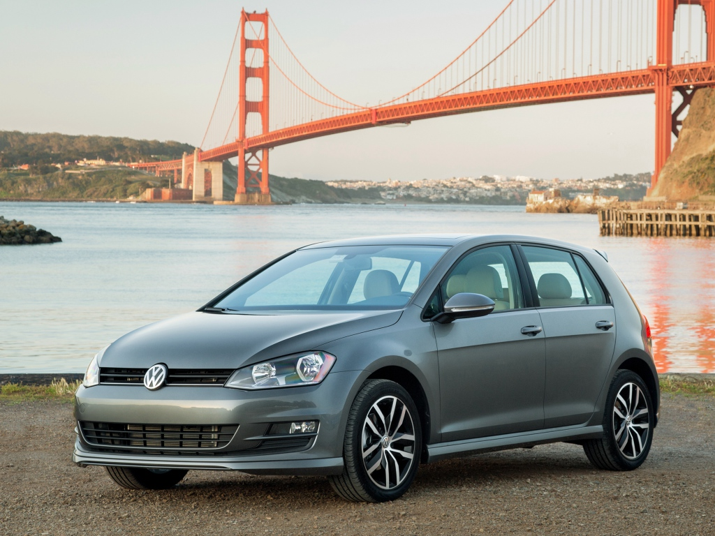 2016 volkswagen golf earns 5 star safety rating from the. Black Bedroom Furniture Sets. Home Design Ideas