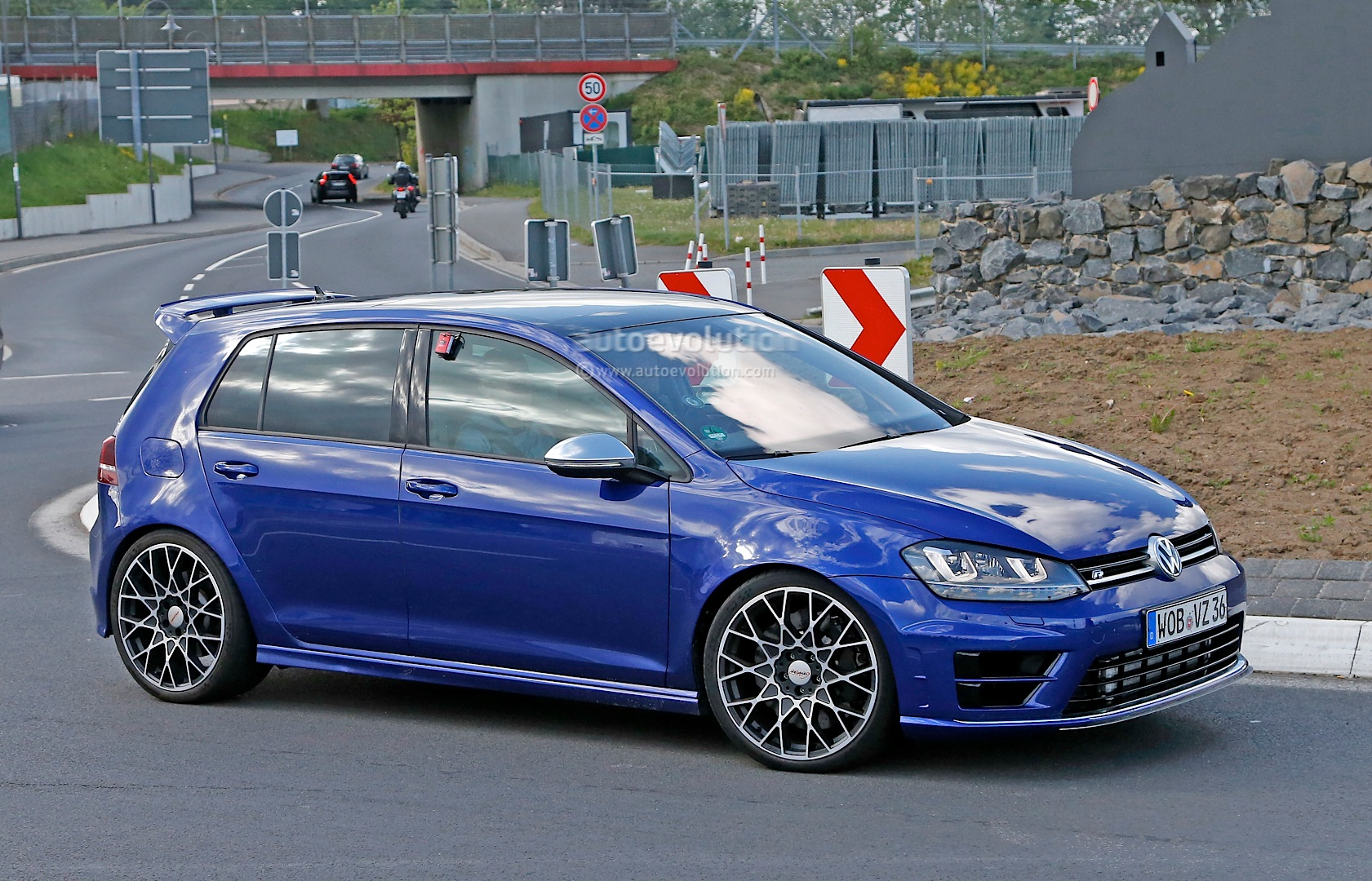 2016 Volkswagen Golf R400 First Spy Photos Show Hyper ...