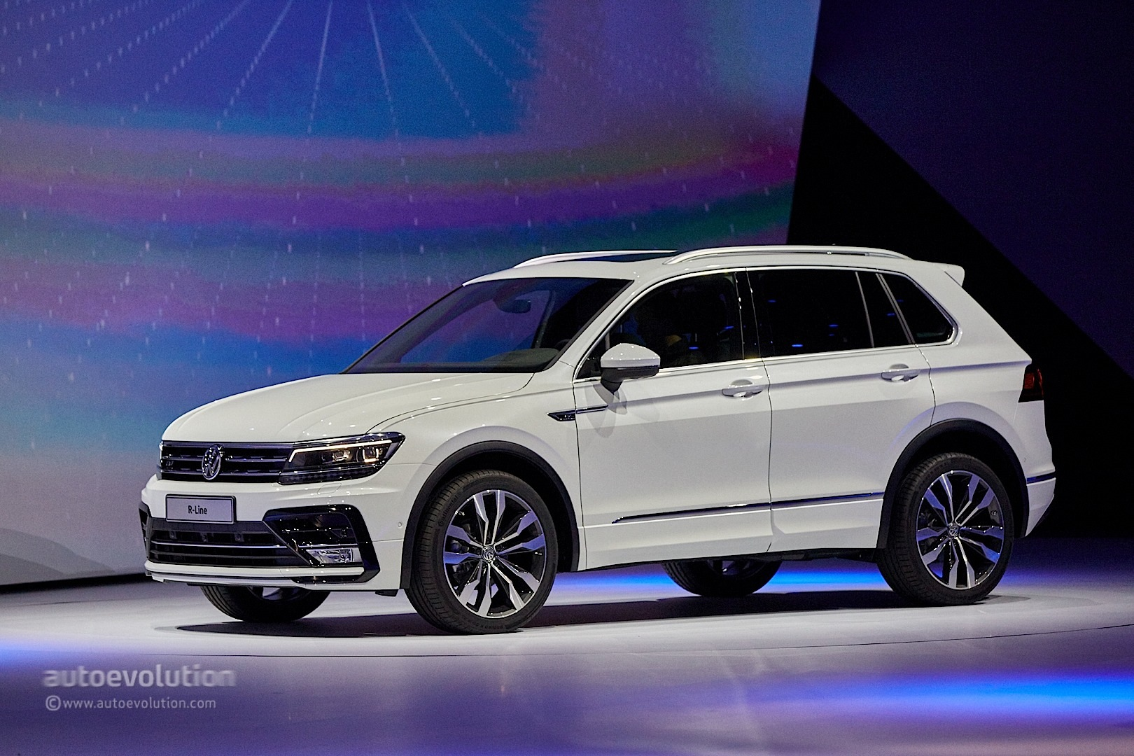 2017 volkswagen tiguan is all grown up in frankfurt. Black Bedroom Furniture Sets. Home Design Ideas