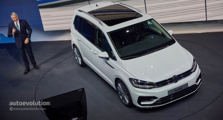 2016 Volkswagen Touran Debuts Class-Leading MPV Technologies in Geneva - autoevolution